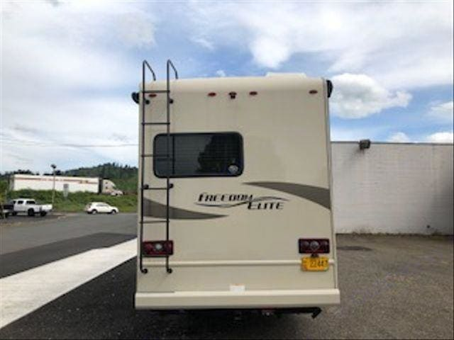 Back-Towing hitch. Thor Motor Coach Freedom Elite 2018