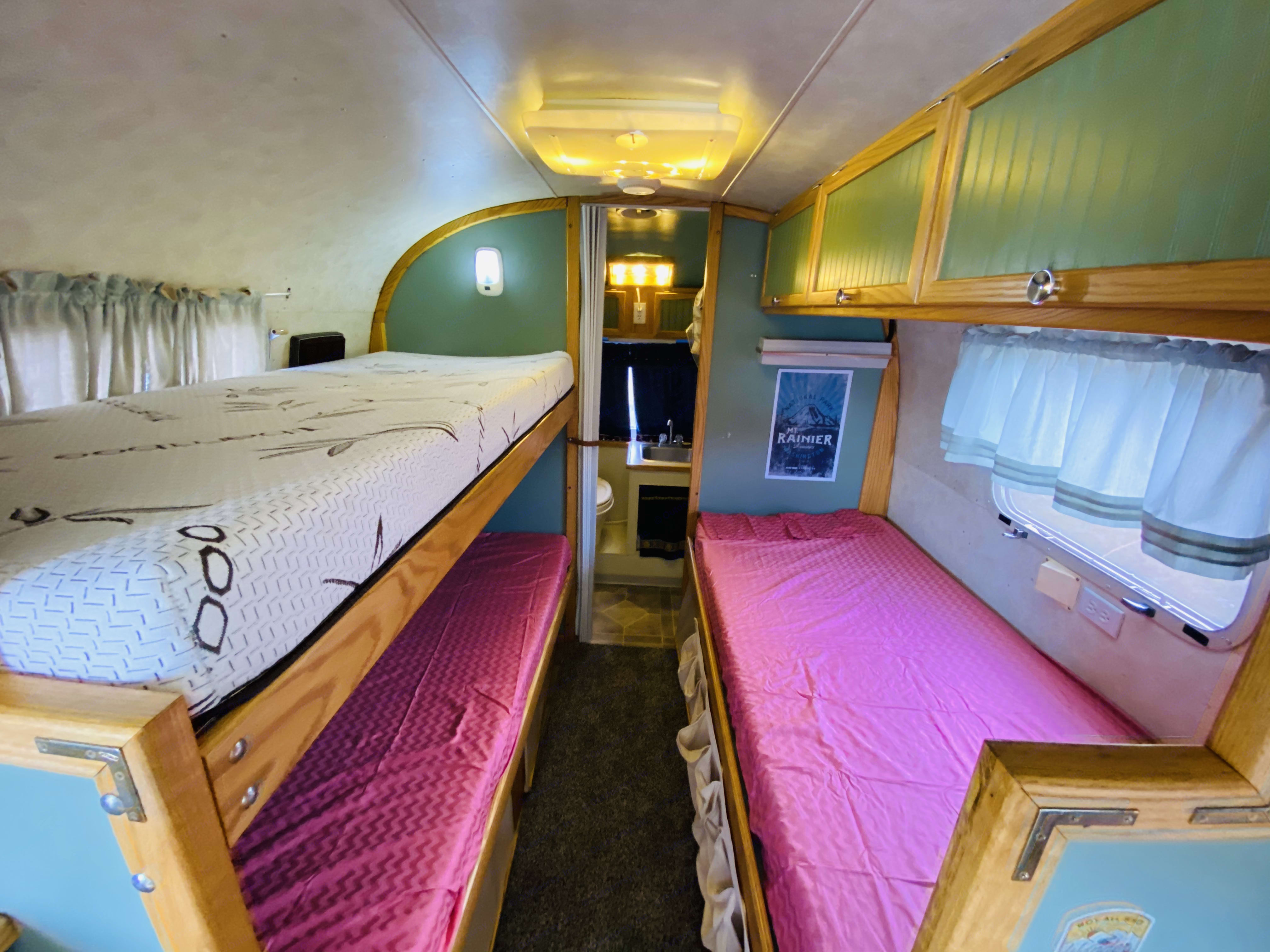 3 twin beds 75x 32. Airstream Trade Winds 1979