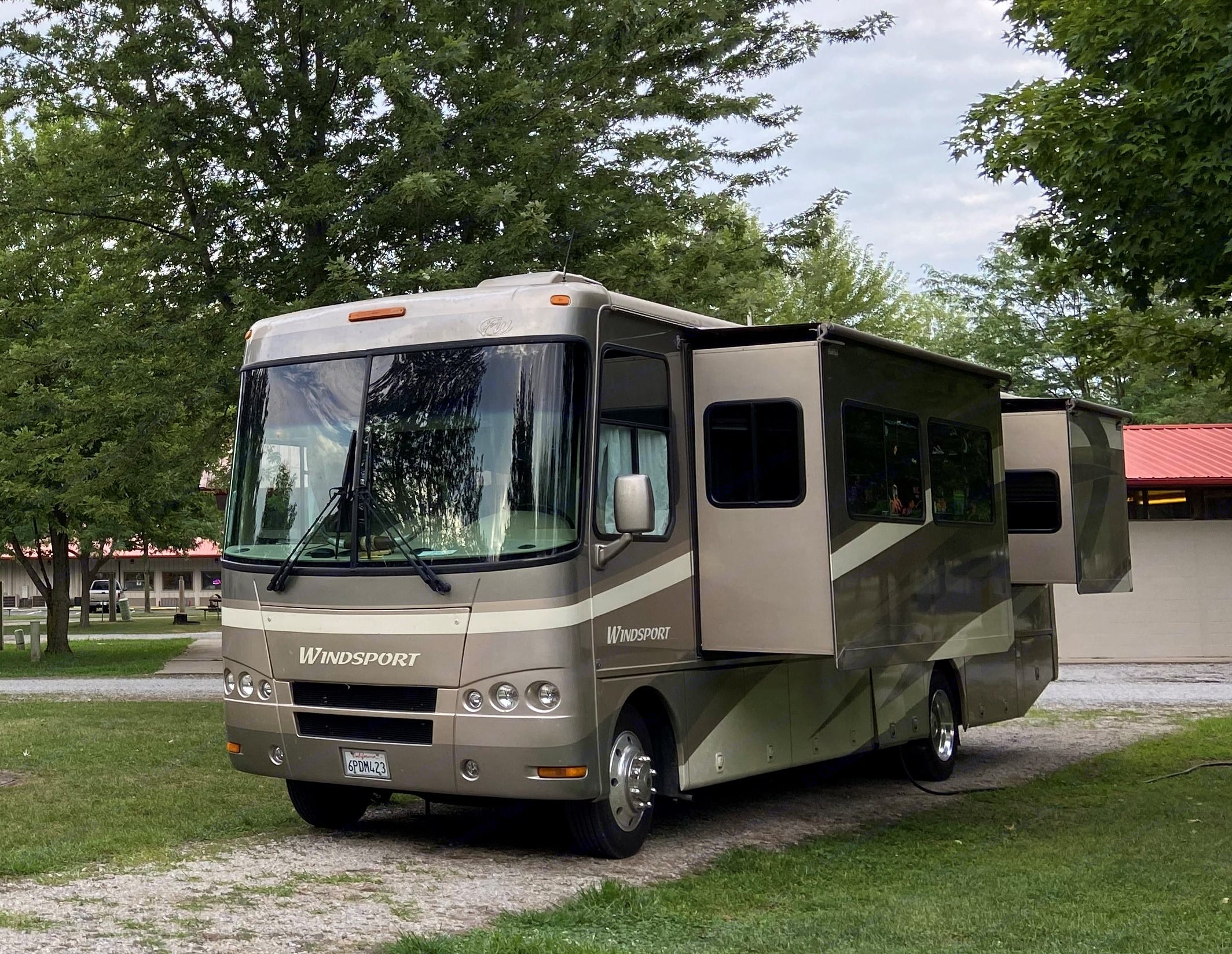 Pop-outs for living room and bedroom.. Thor Motor Coach Windsport 2009