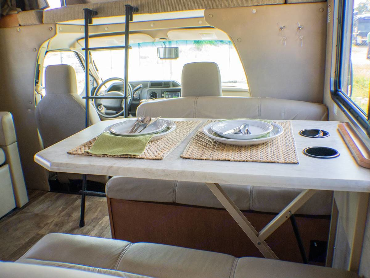 Dinette with Cup Holders. Forest River Sunseeker 2017