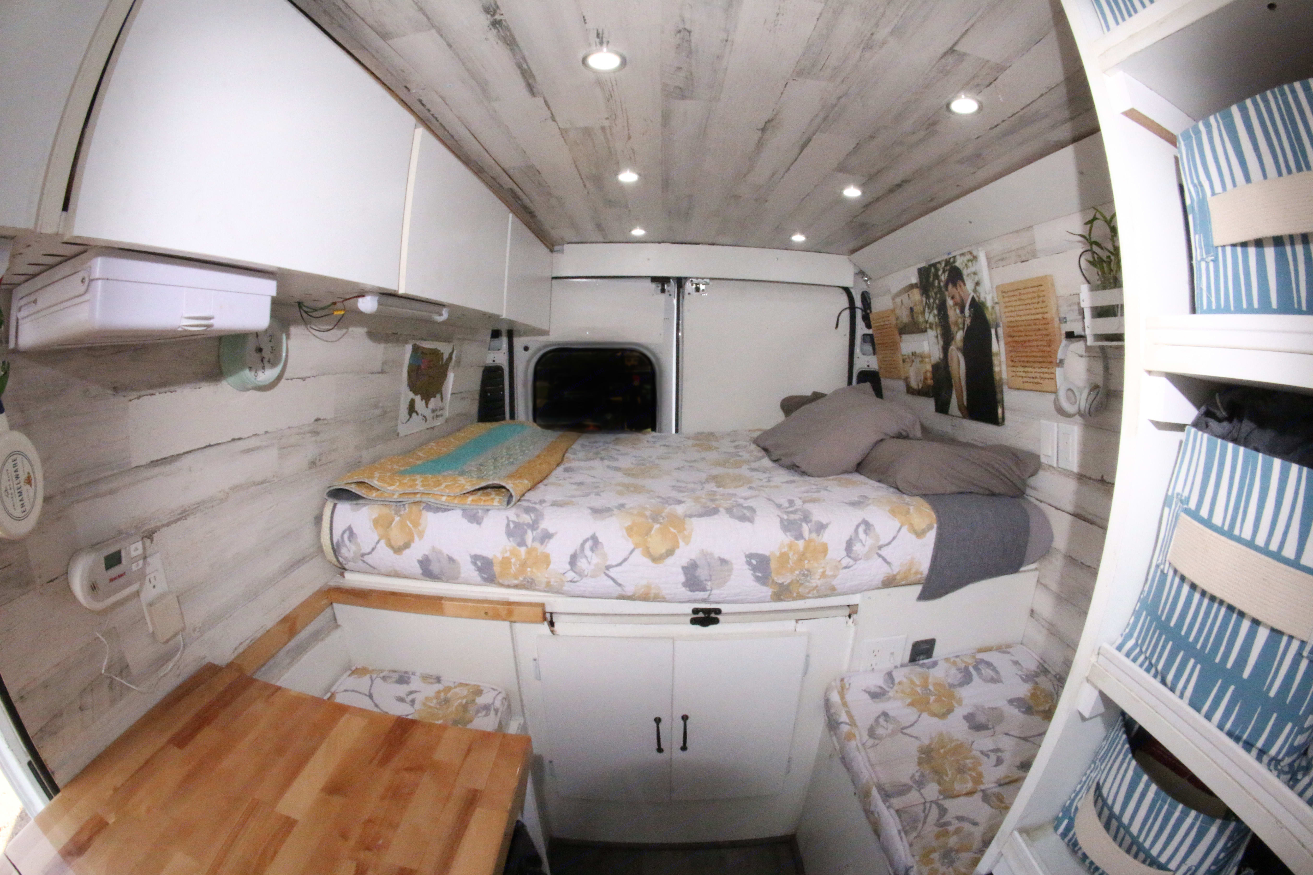 Full-size bed.. Dodge Promaster 2500 2014