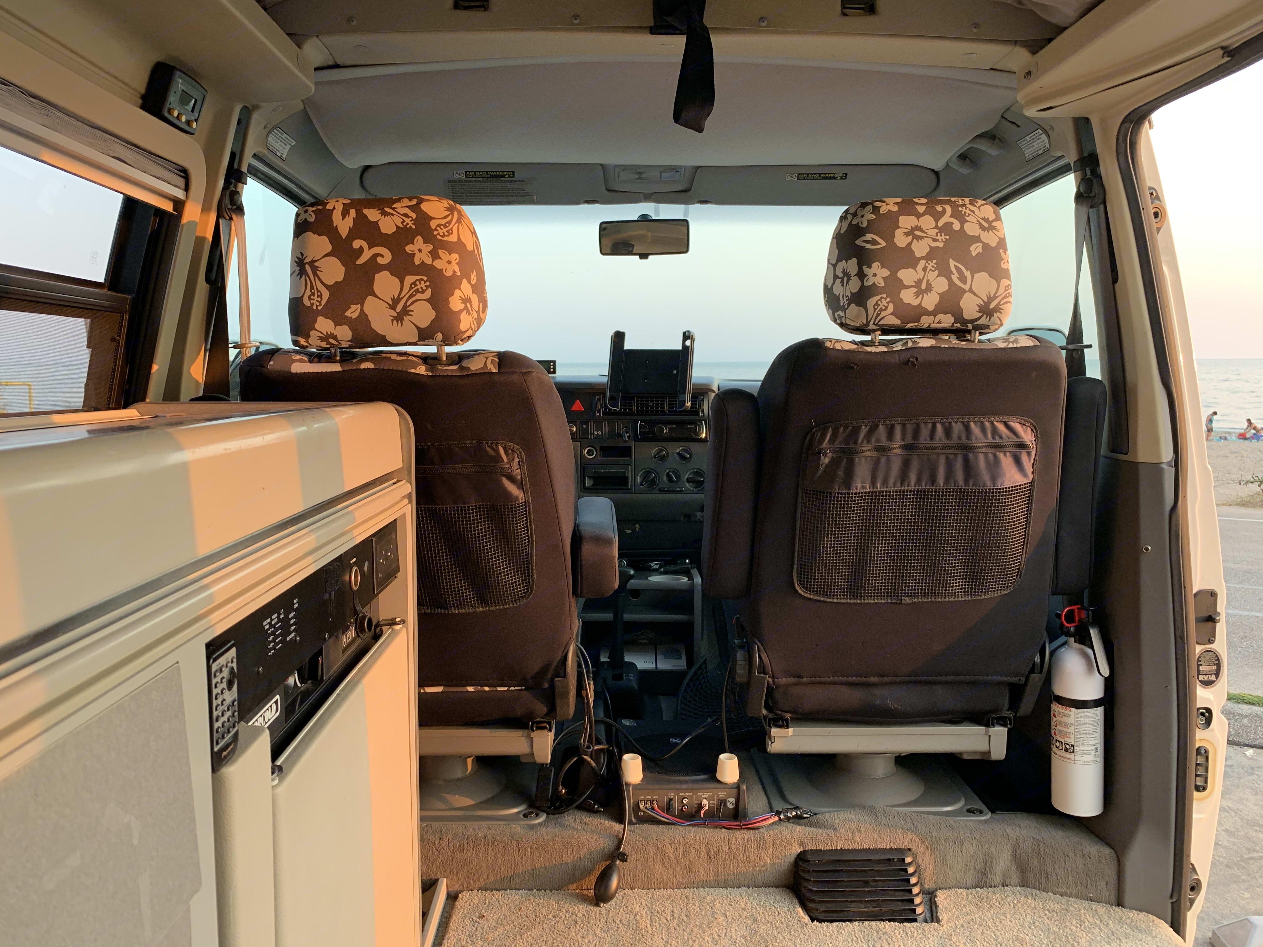Clean and tidy interior.. Volkswagen Eurovan Camper 1999