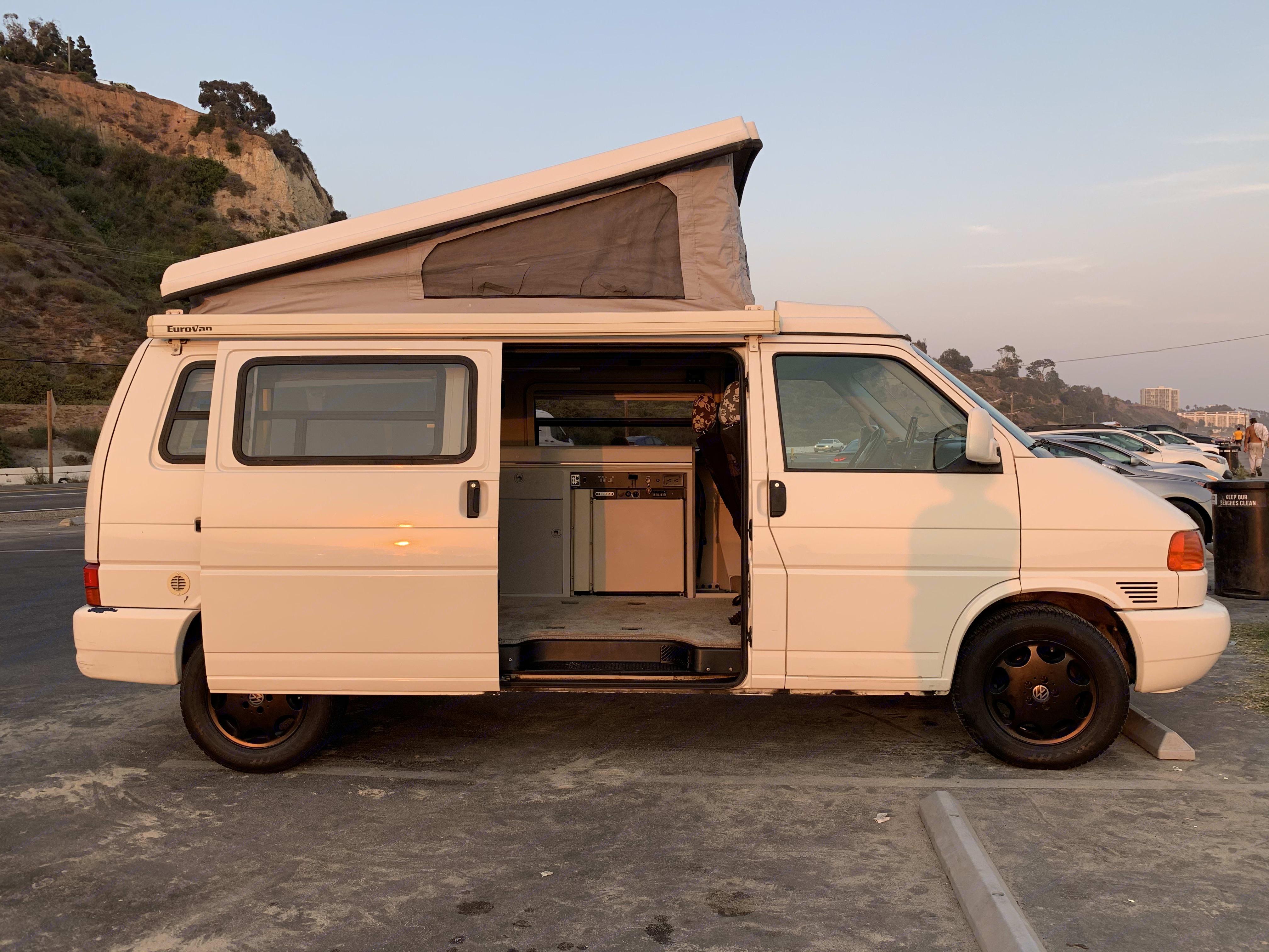Sleeps four.. Volkswagen Eurovan Camper 1999