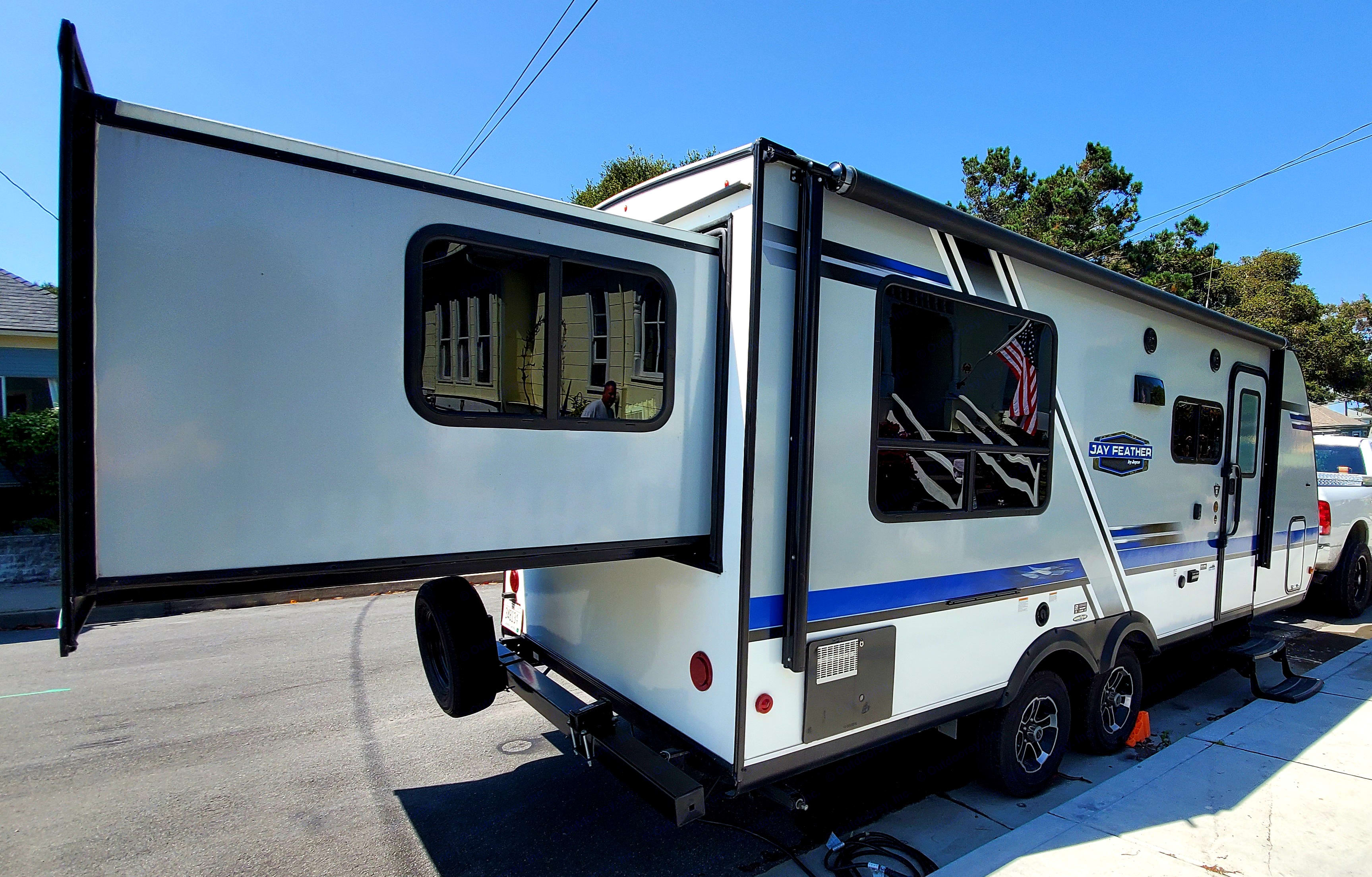 Rear pop out makes it simple to fit into campsites. Jayco Jay Feather 2019