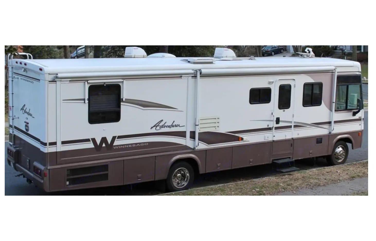 Winnebago Adventurer 2000