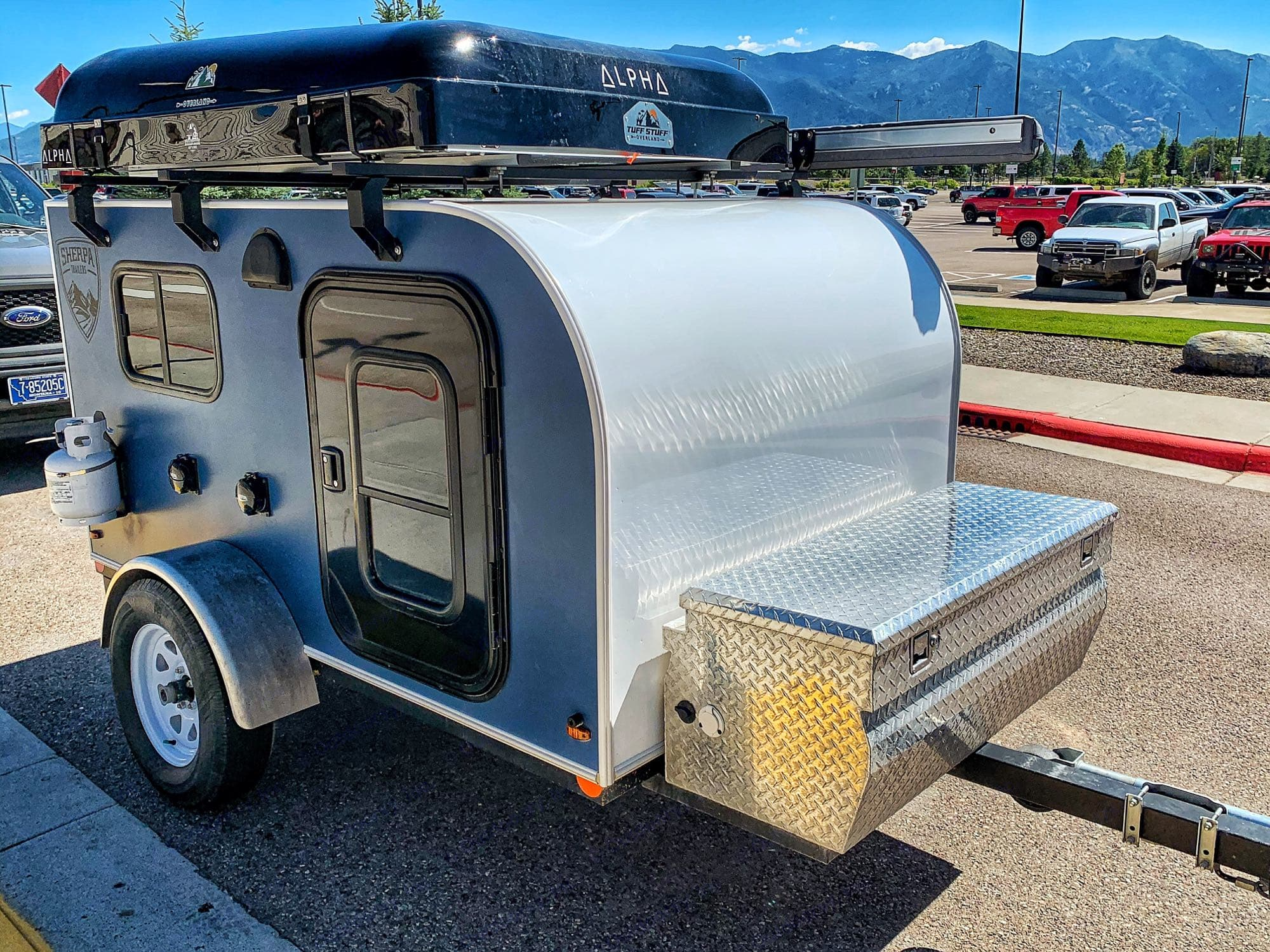 Easy to tow, small enough to setup almost anywhere.. Camper Trailer Adventure (X2) 2018
