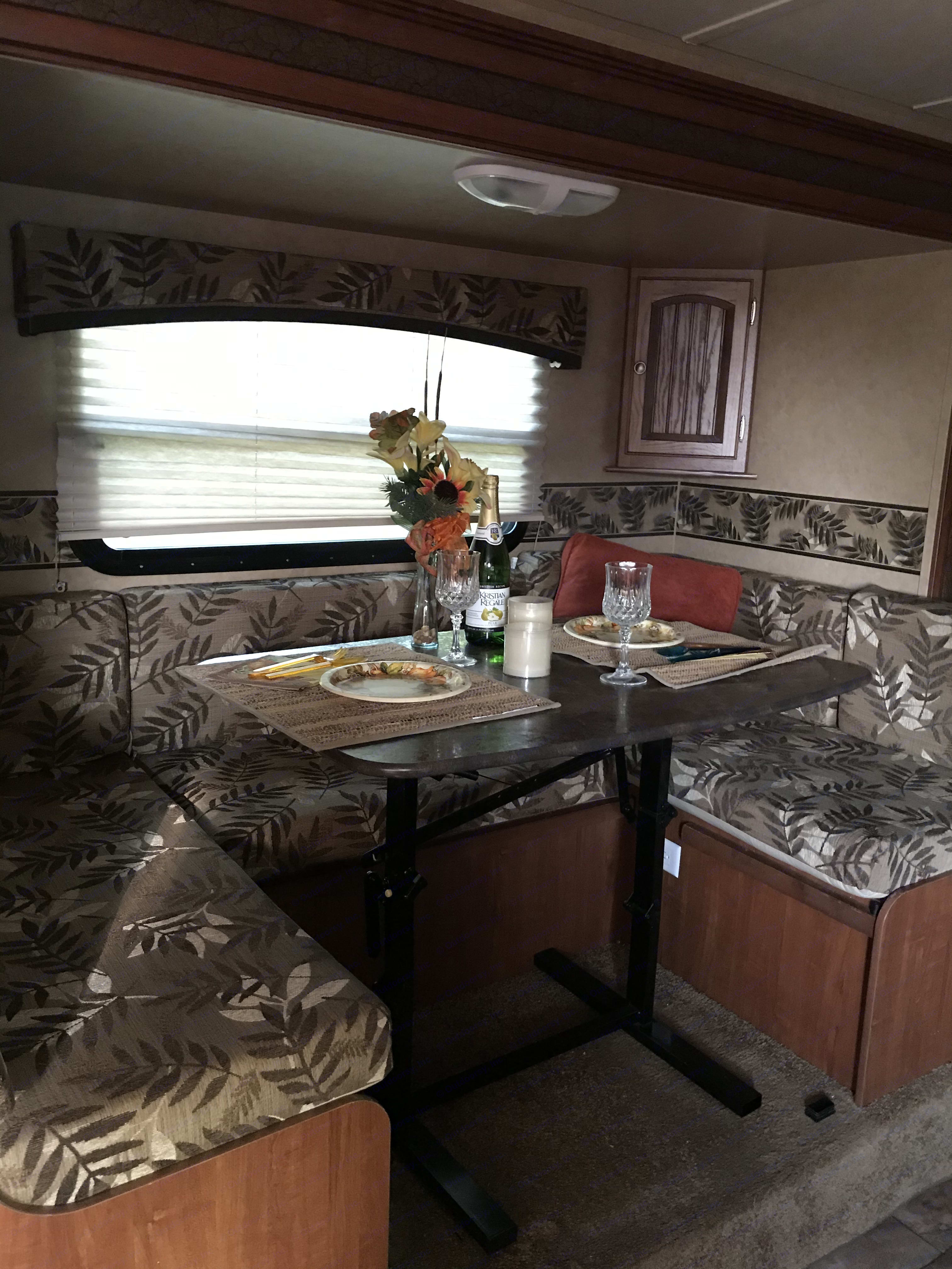slide out dinette and bed. Jayco Jay Feather Ultra Lite 2013