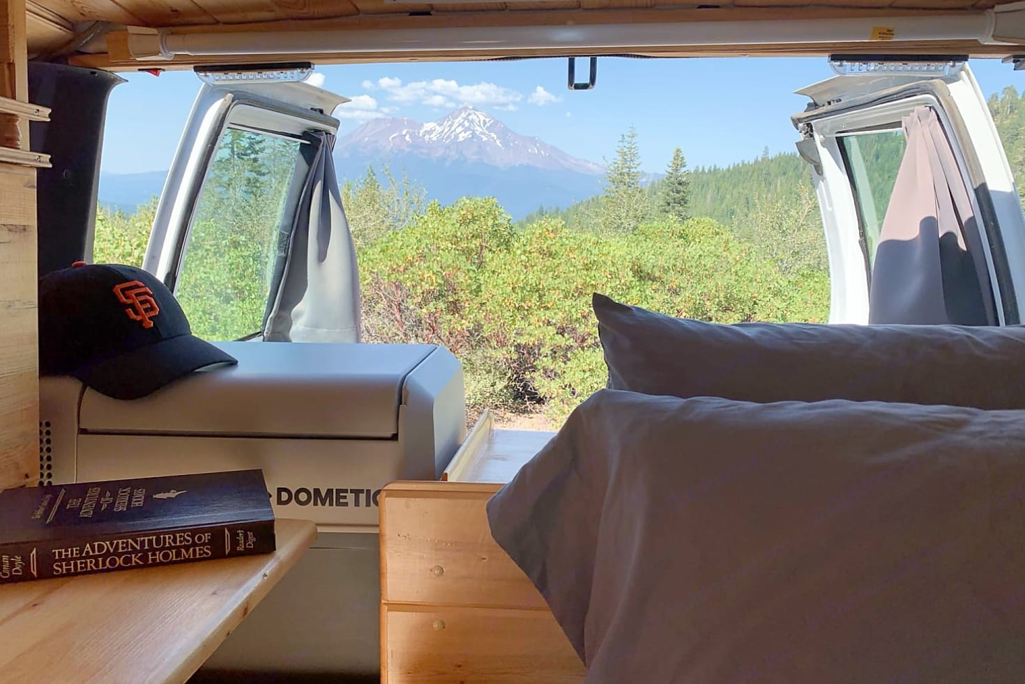 Nothing beats this amazing view right from the bed!. Gmc Safari 2000