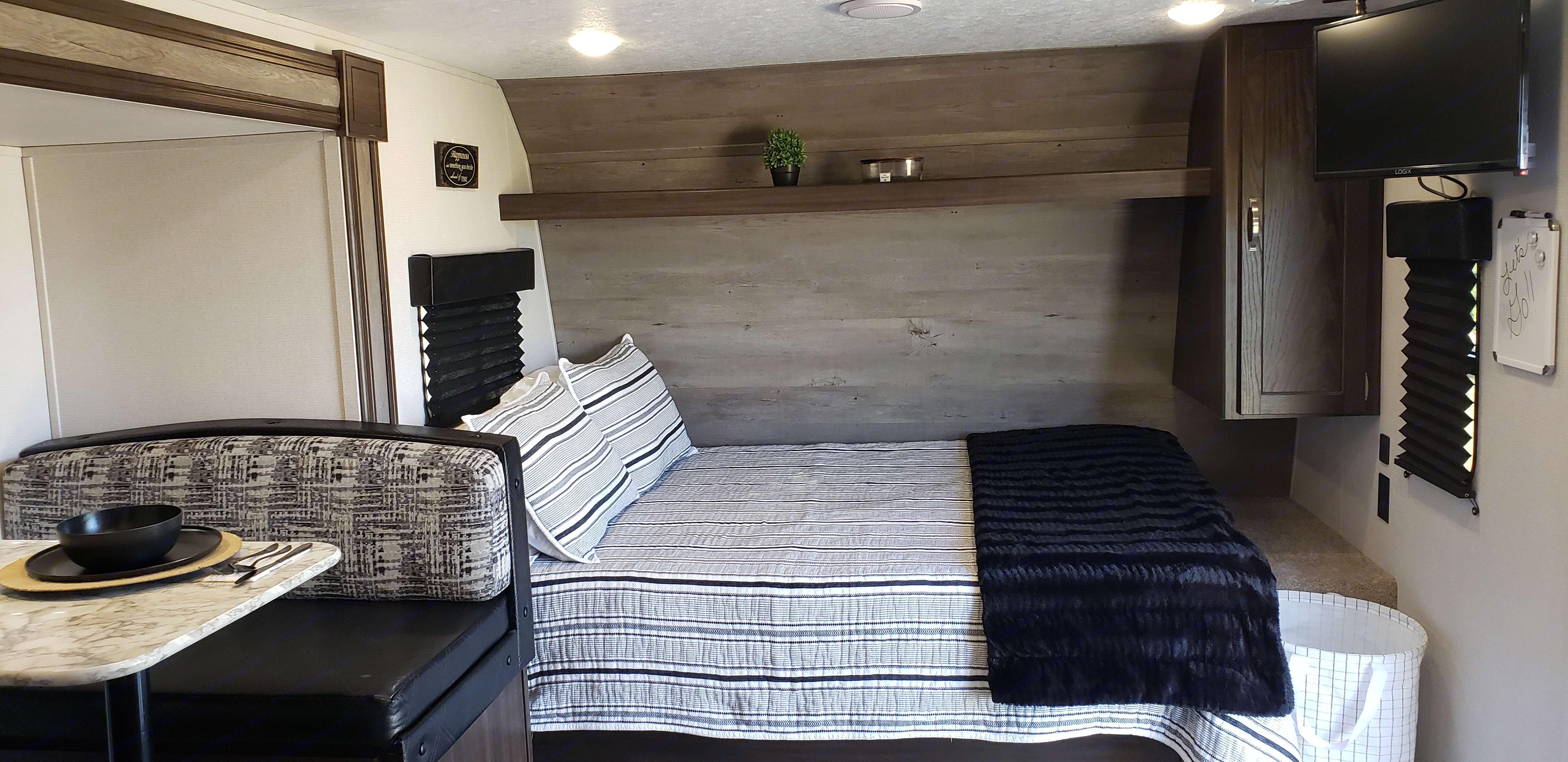 Memory foam queen sized bed. Keystone Springdale 2020