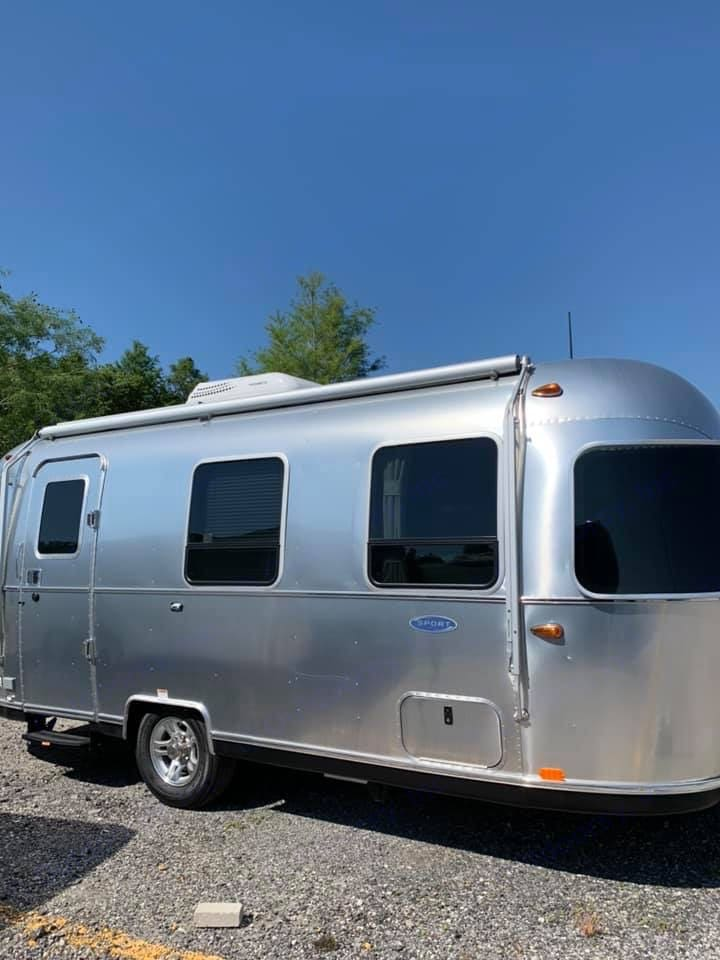 Everyone at the campsite will want to come visit you.. Airstream Sport 2019