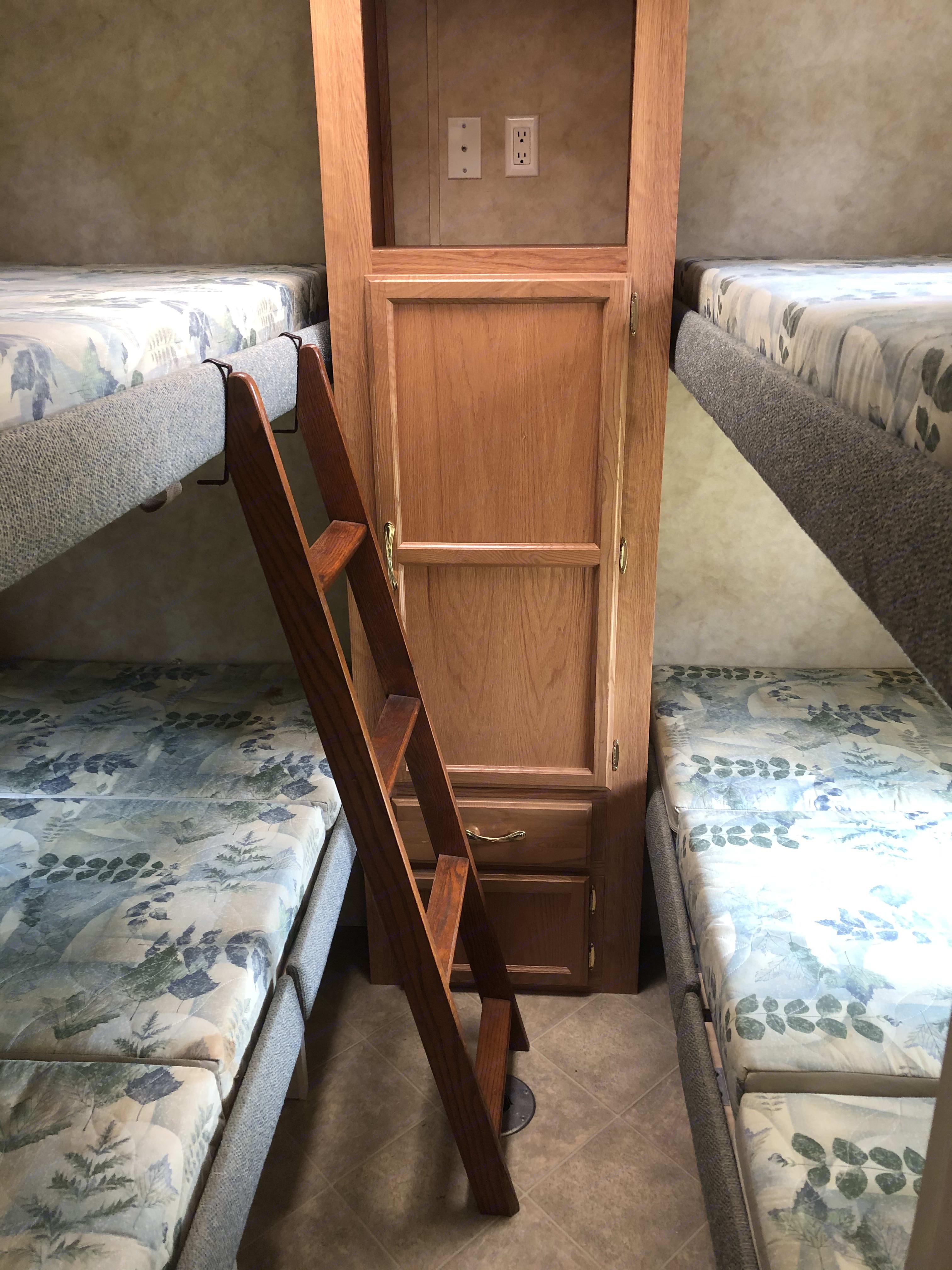 four bunks in the rear. Jayco Jay Flight 2006