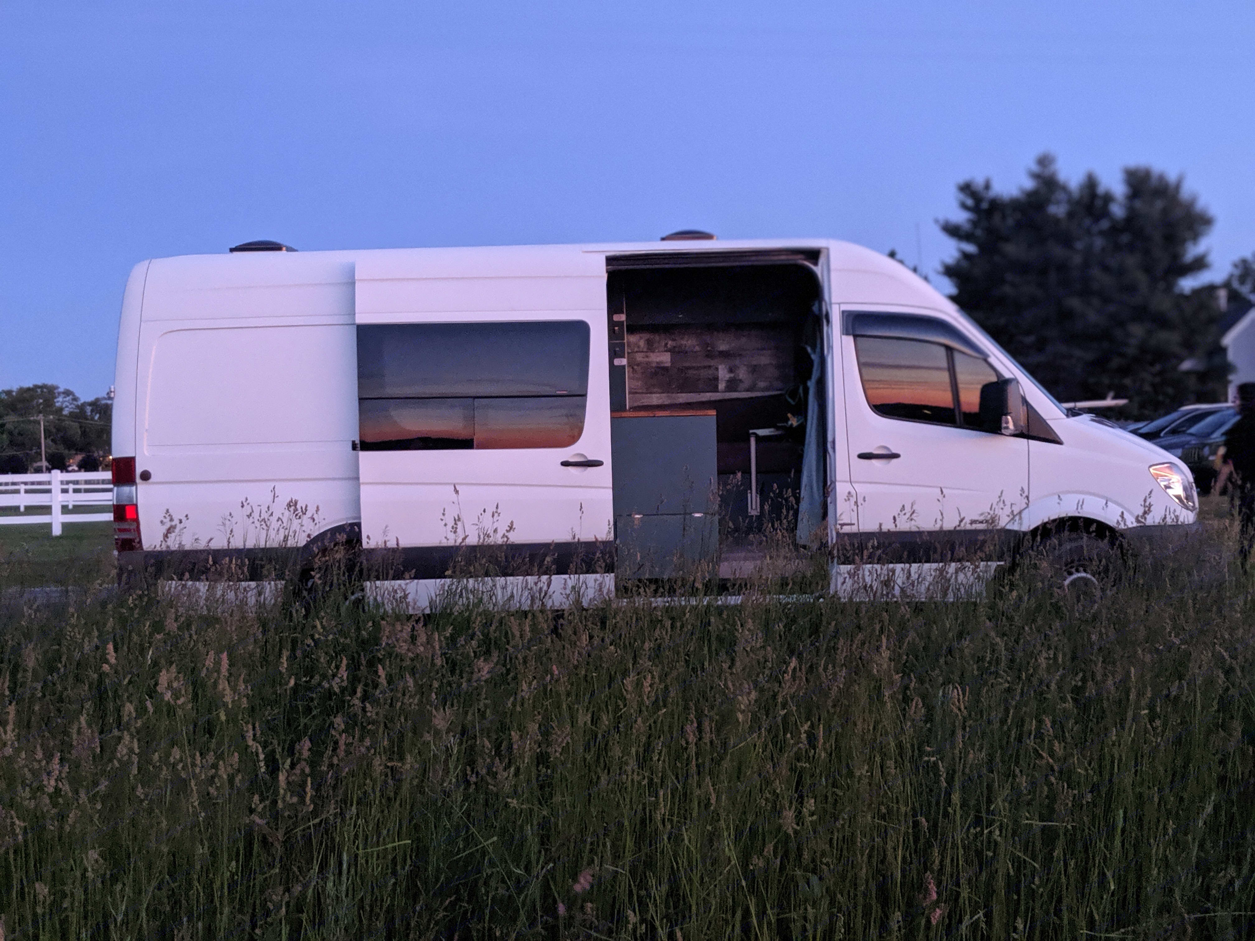 Profile view. Mercedes-Benz Sprinter 2012