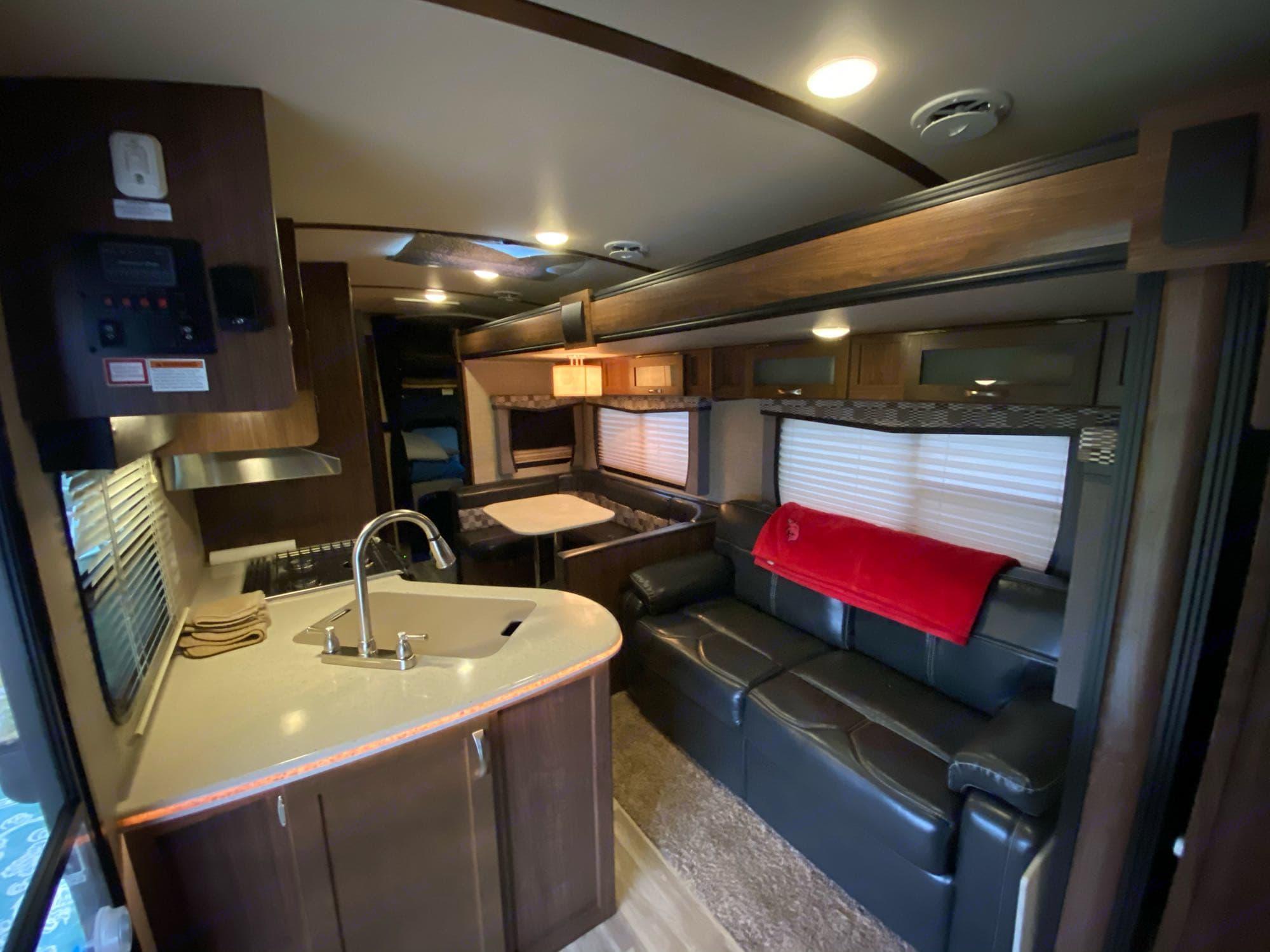 Kitchen / Living area. Dutchmen Aerolite 2017