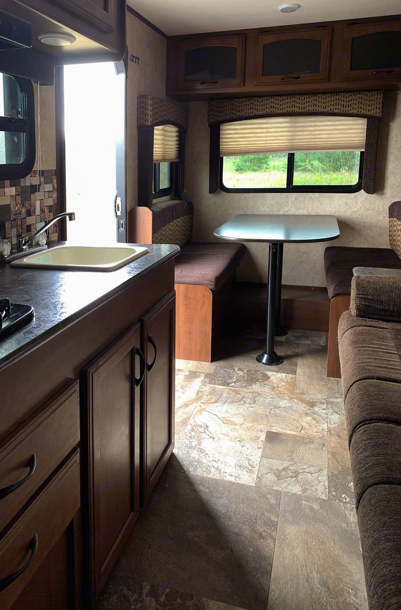 kitchen and dinning area. Jayco Jay Feather 2017