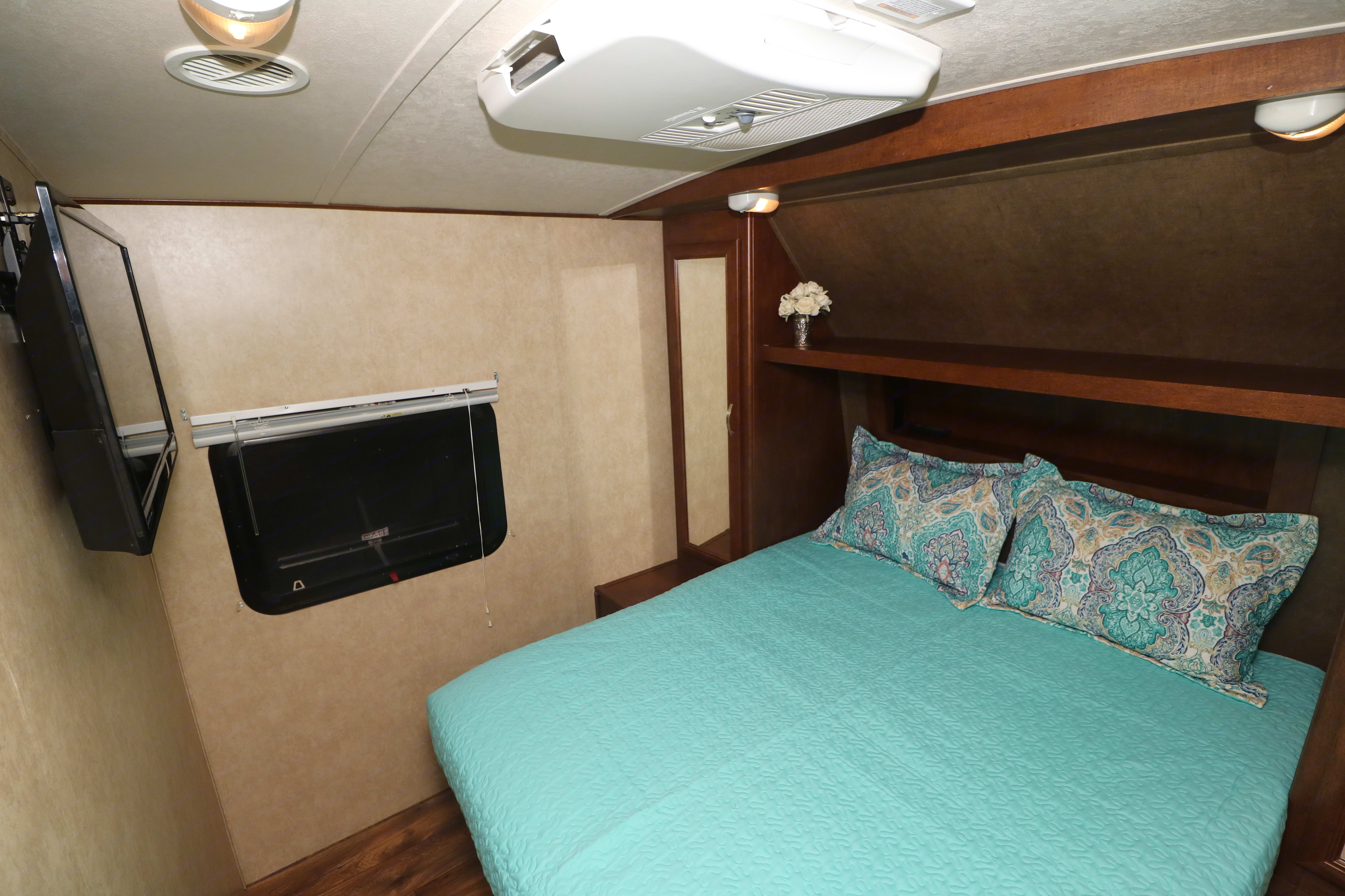 Queen sized mattress with TV and AC in bedroom!. Forrest River Vibe 2016