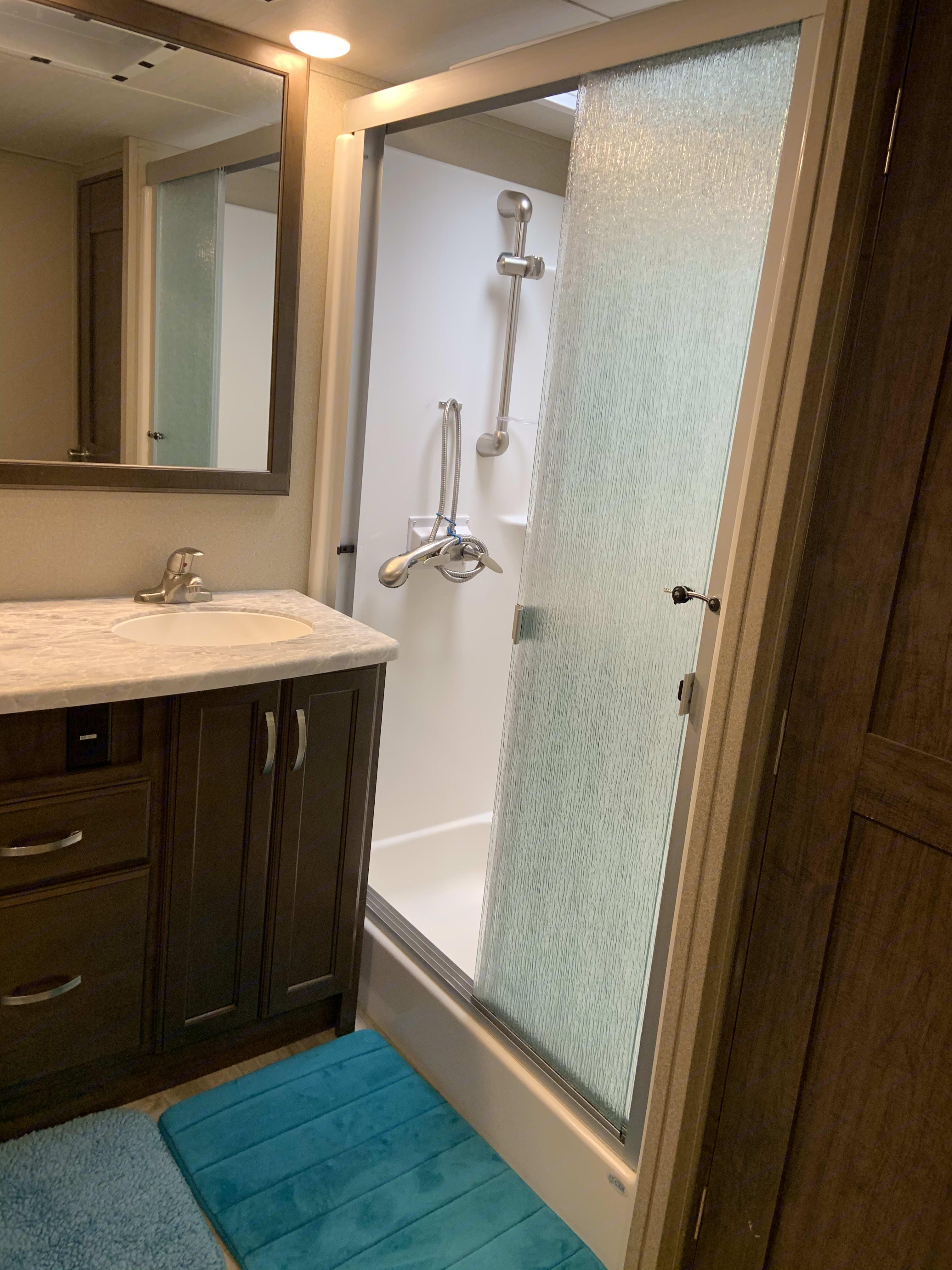 Full shower. Grand Design Solitude 2019