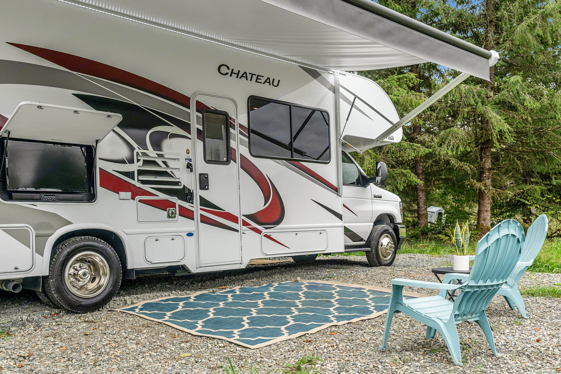 Exterior shot with TV and soundbar. Thor Motor Coach Chateau 27R 2021