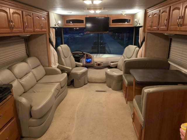 Queen sofa bed and dinette that converts to a small bed. Holiday Rambler Arista 2007
