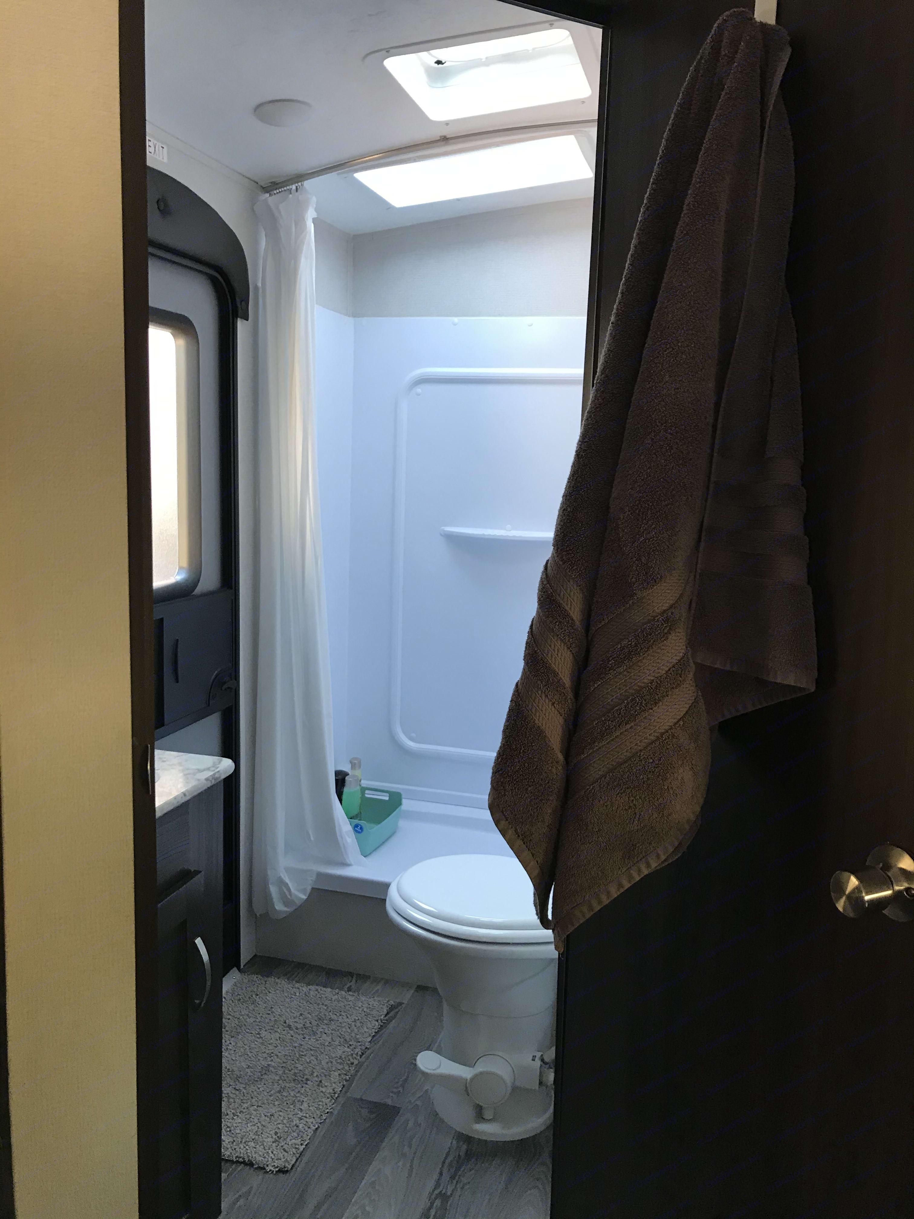 bathroom view. Keystone Springdale 2021