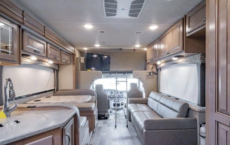 Thor Motor Coach Chateau 2019