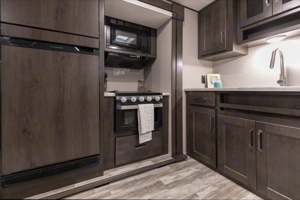 Full kitchen. Grand Design Transcend Xplor 261BH 2021