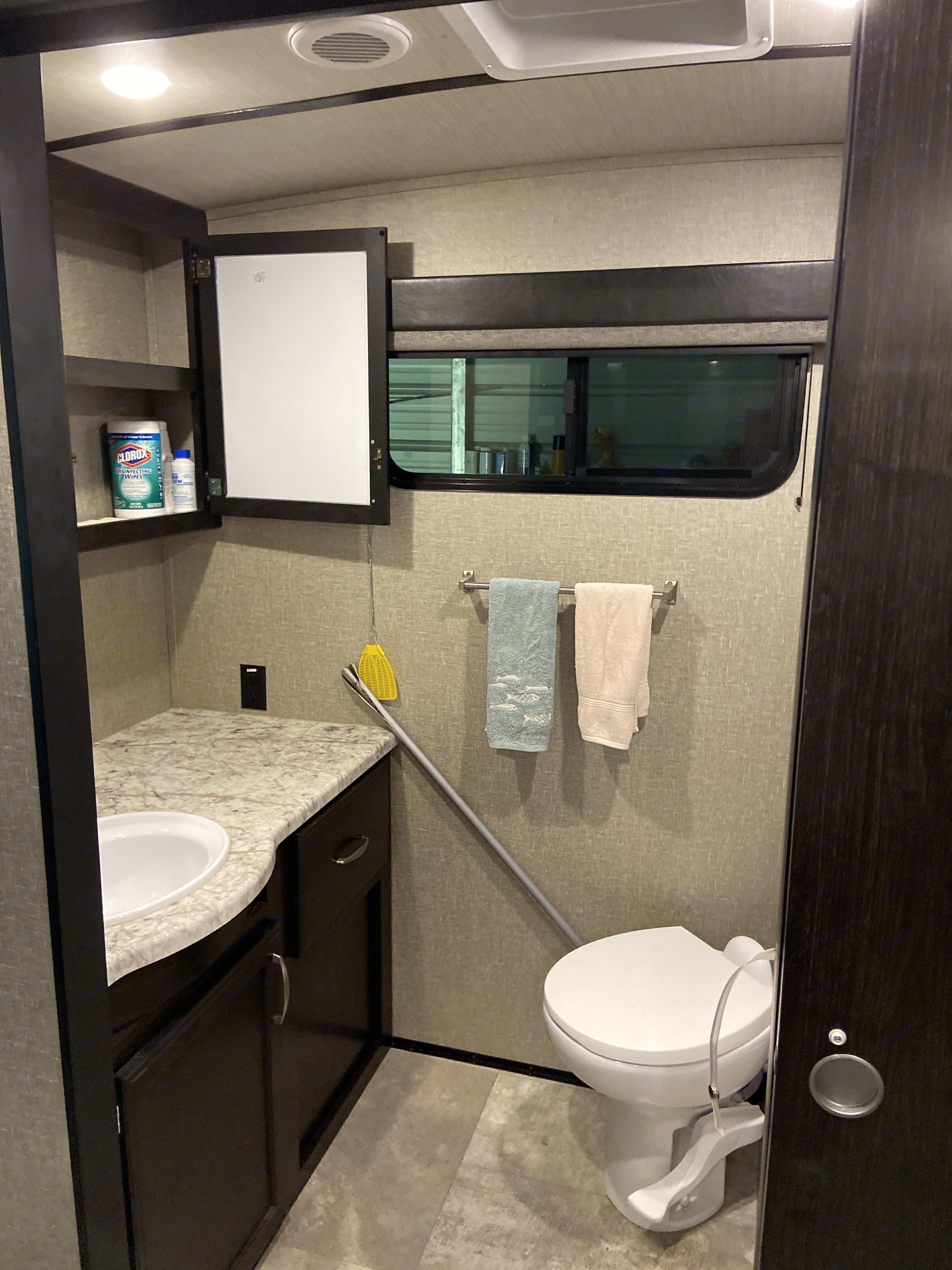 bathroom. Grand Design 26RB imagine 2019