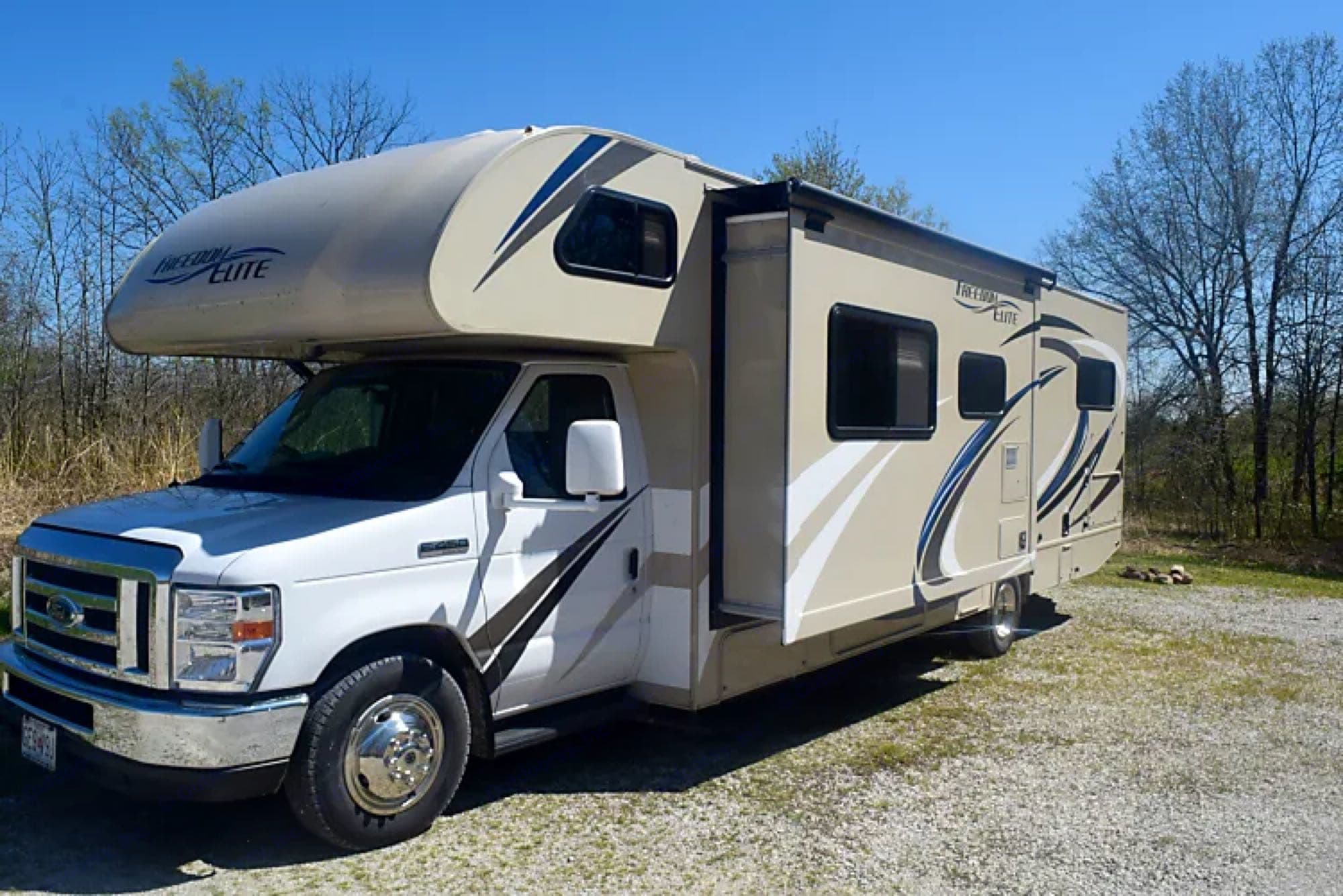 Multiple pop outs allow plenty of space!. Thor Motor Coach Freedom Elite 2018