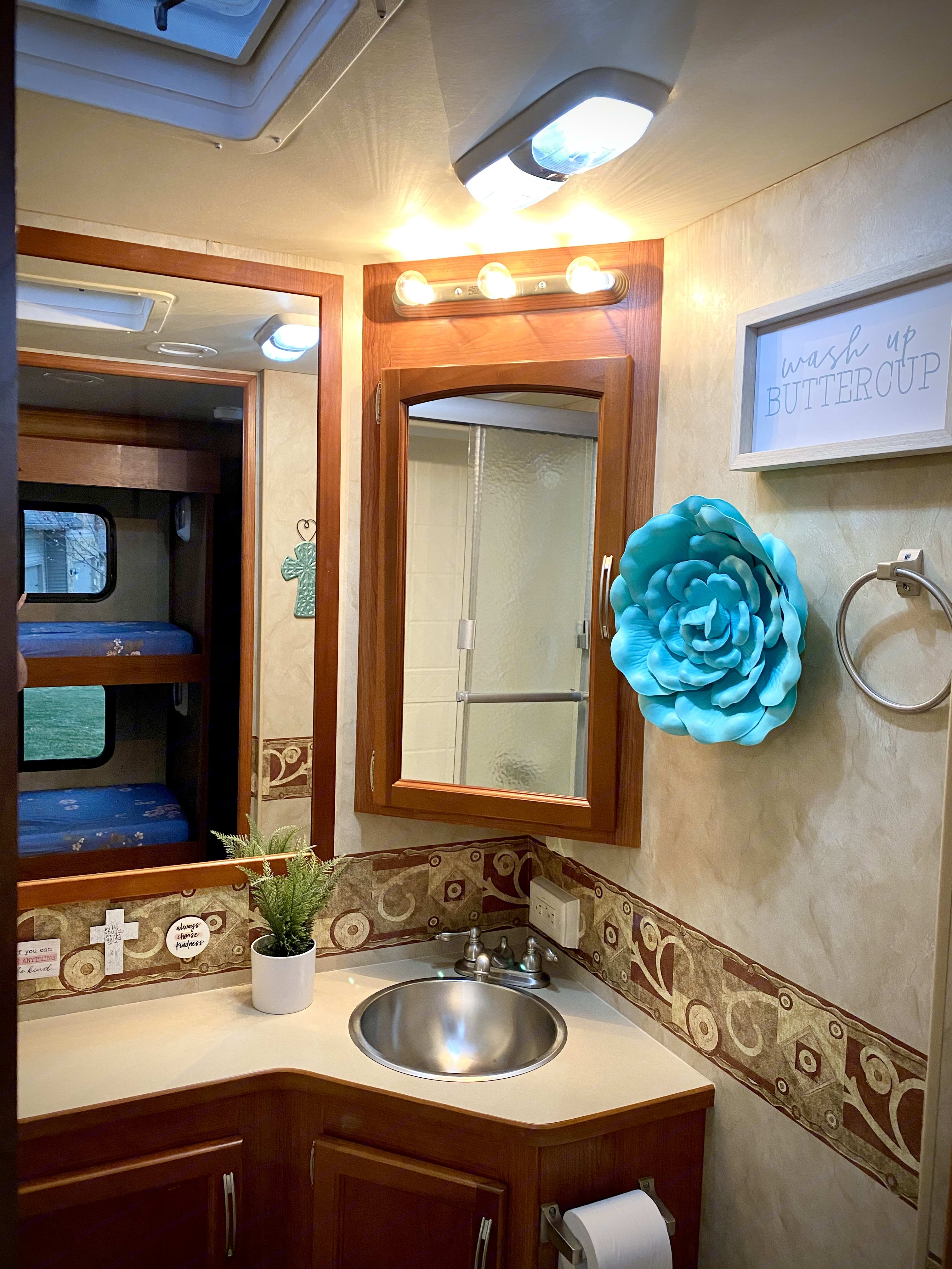 Spacious Bathroom. Holiday Rambler Arista 2010