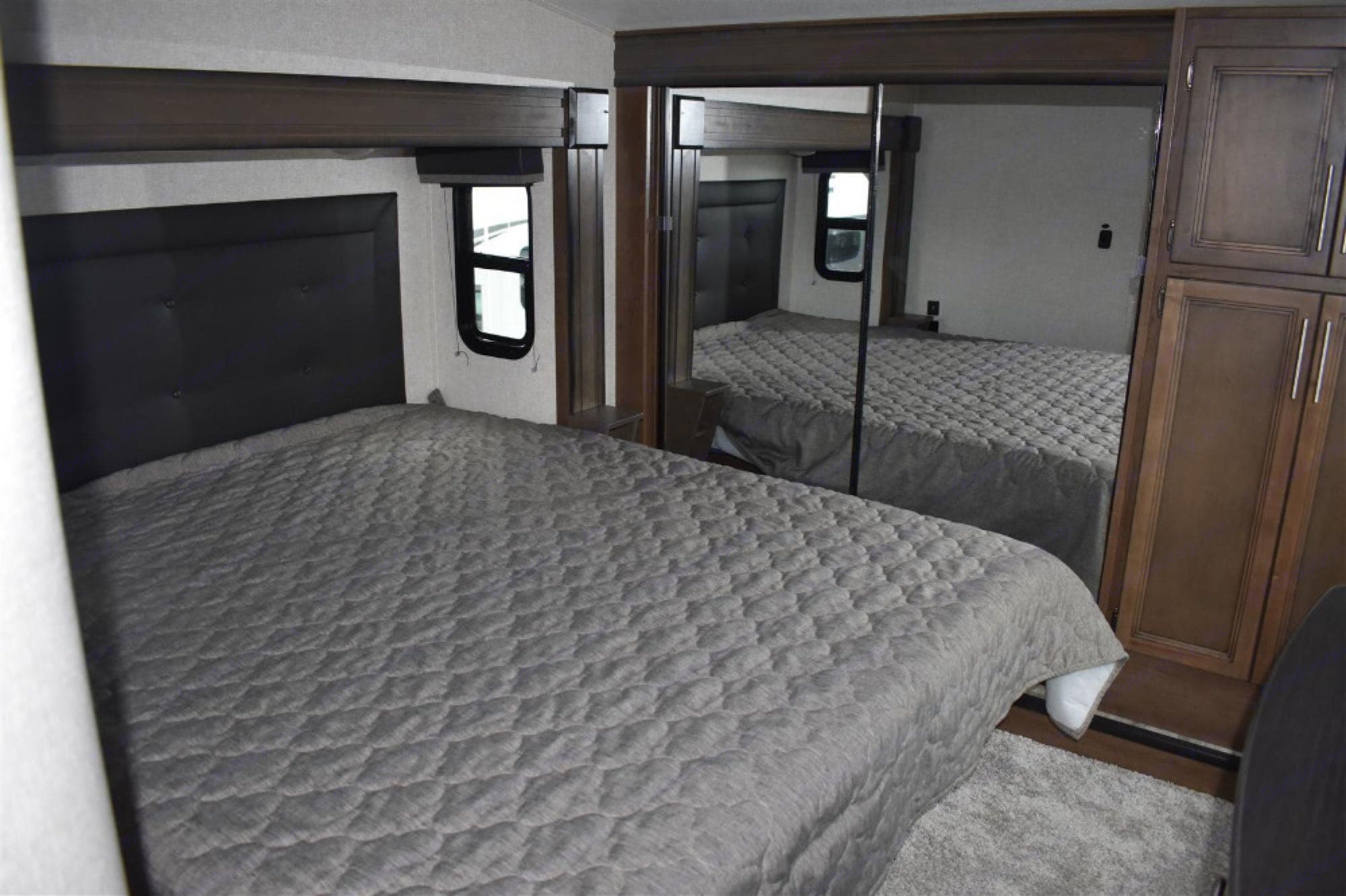 Master Bedroom. Keystone Cougar 2021