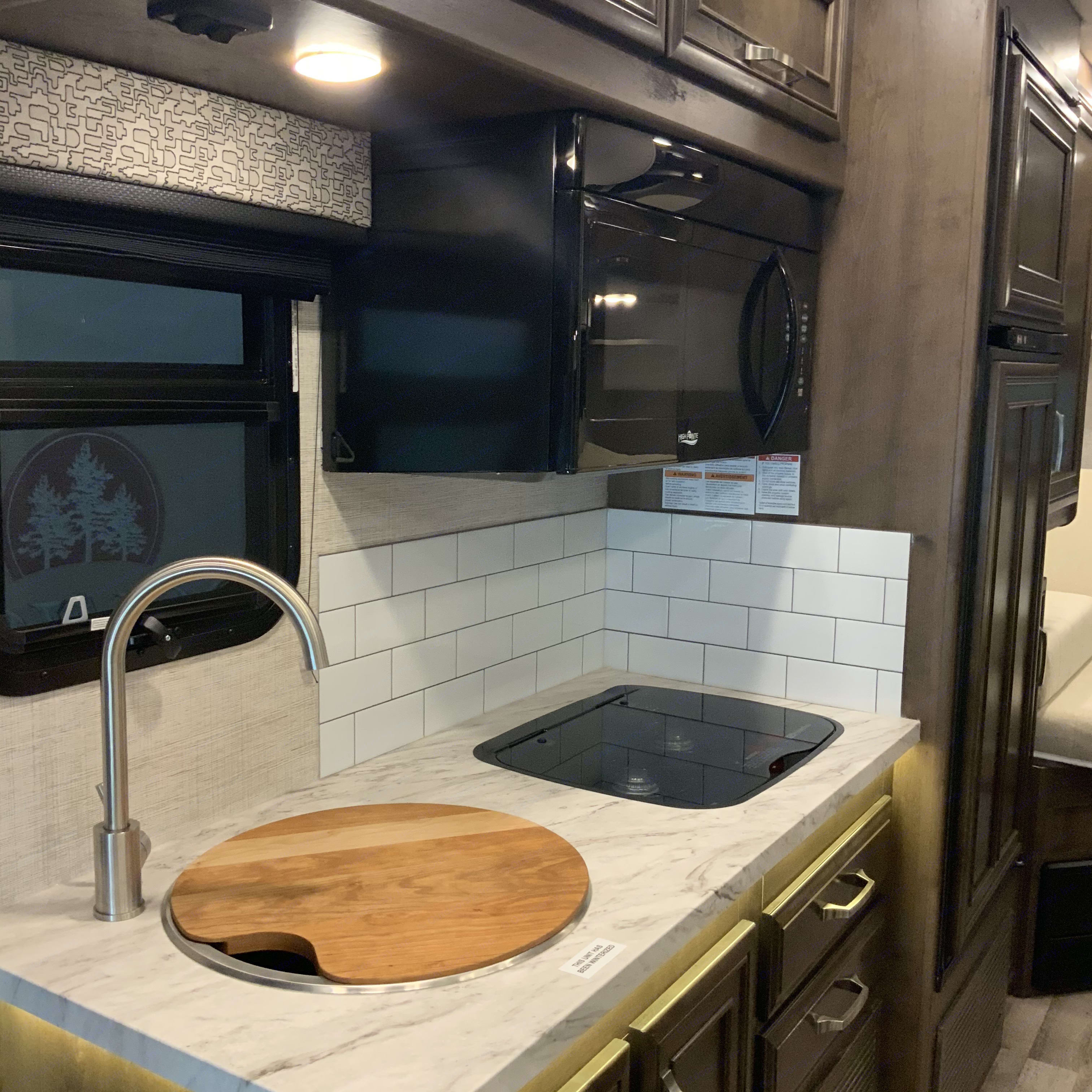 Kitchen with microwave/sink system . Mercedes-Benz Other 2021