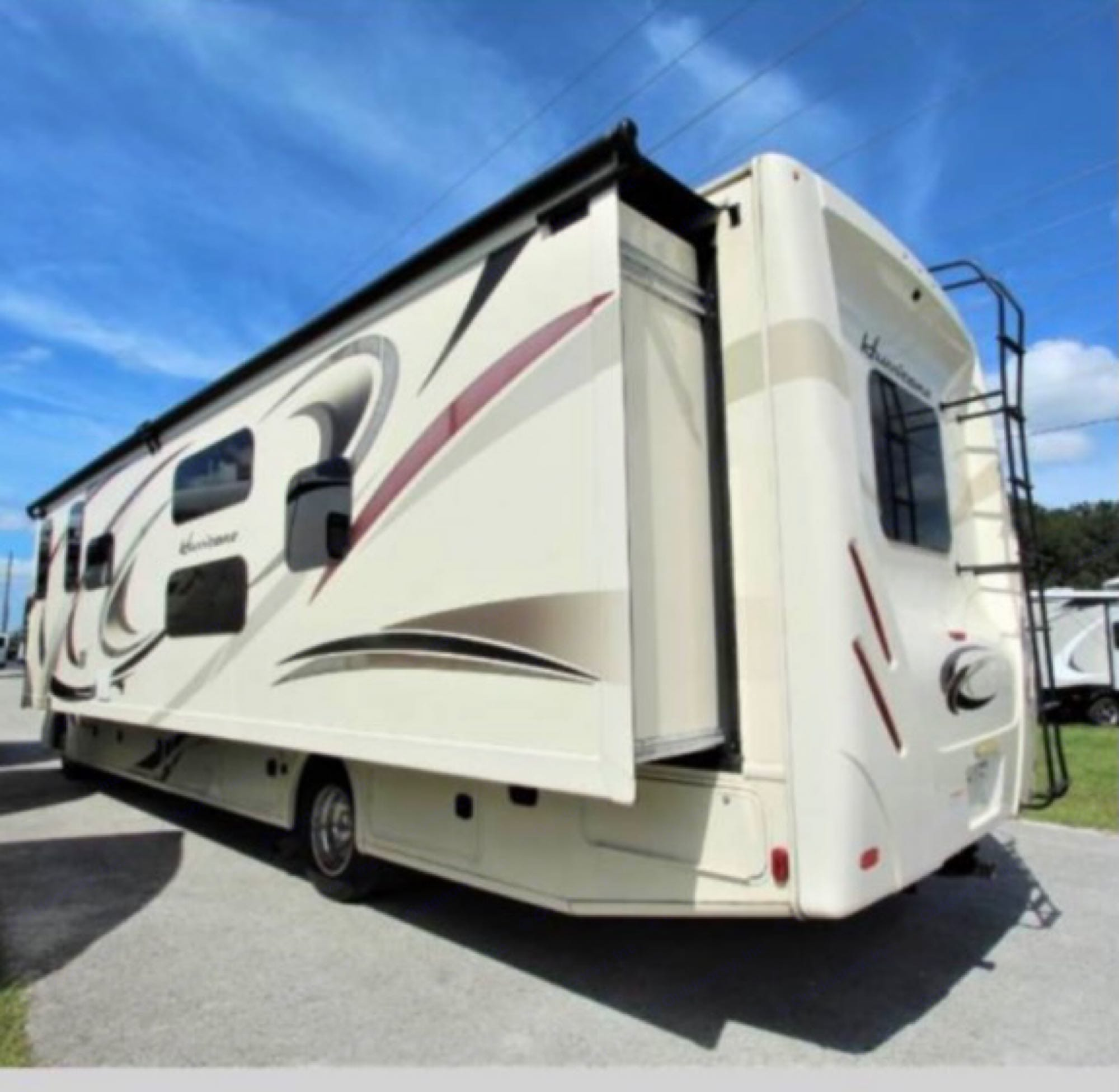 Windows in each bunk, baster bedroom, and kitchen. Plenty of room for the king sized bed!. Thor Motor Coach Windsport 2016