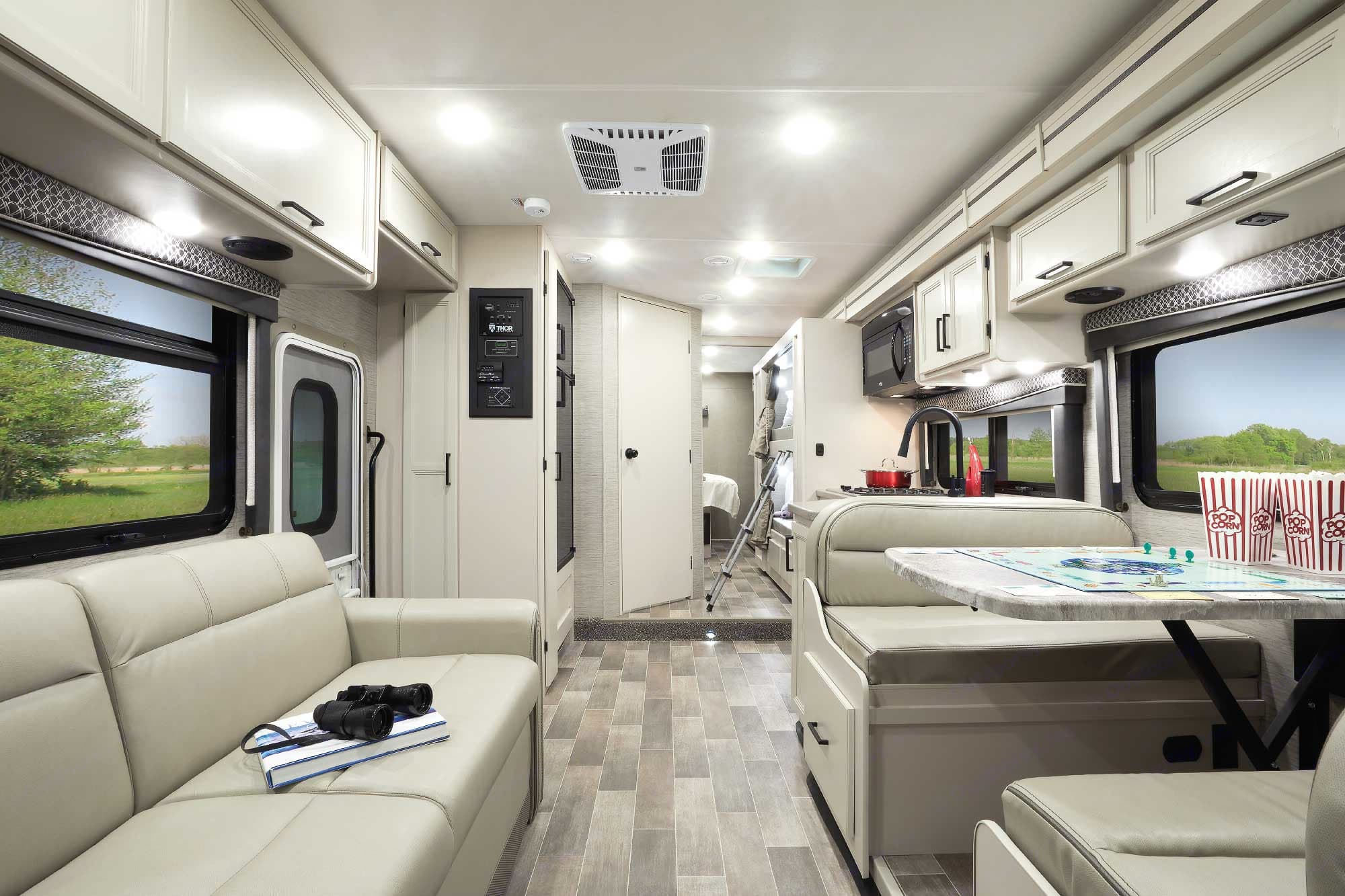 Thor Motor Coach 31EV 2022