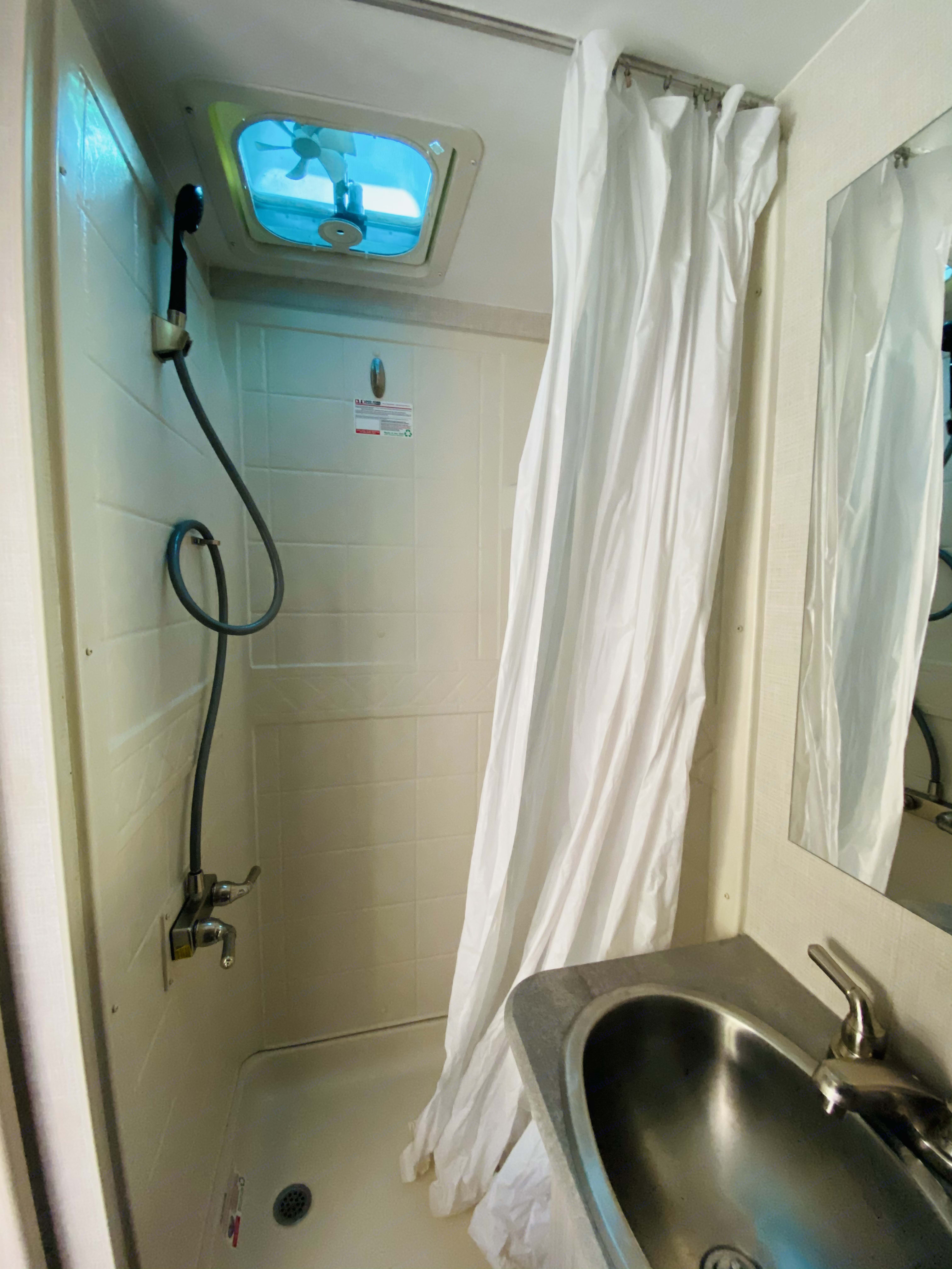 Shower. Winnebago Other 2021