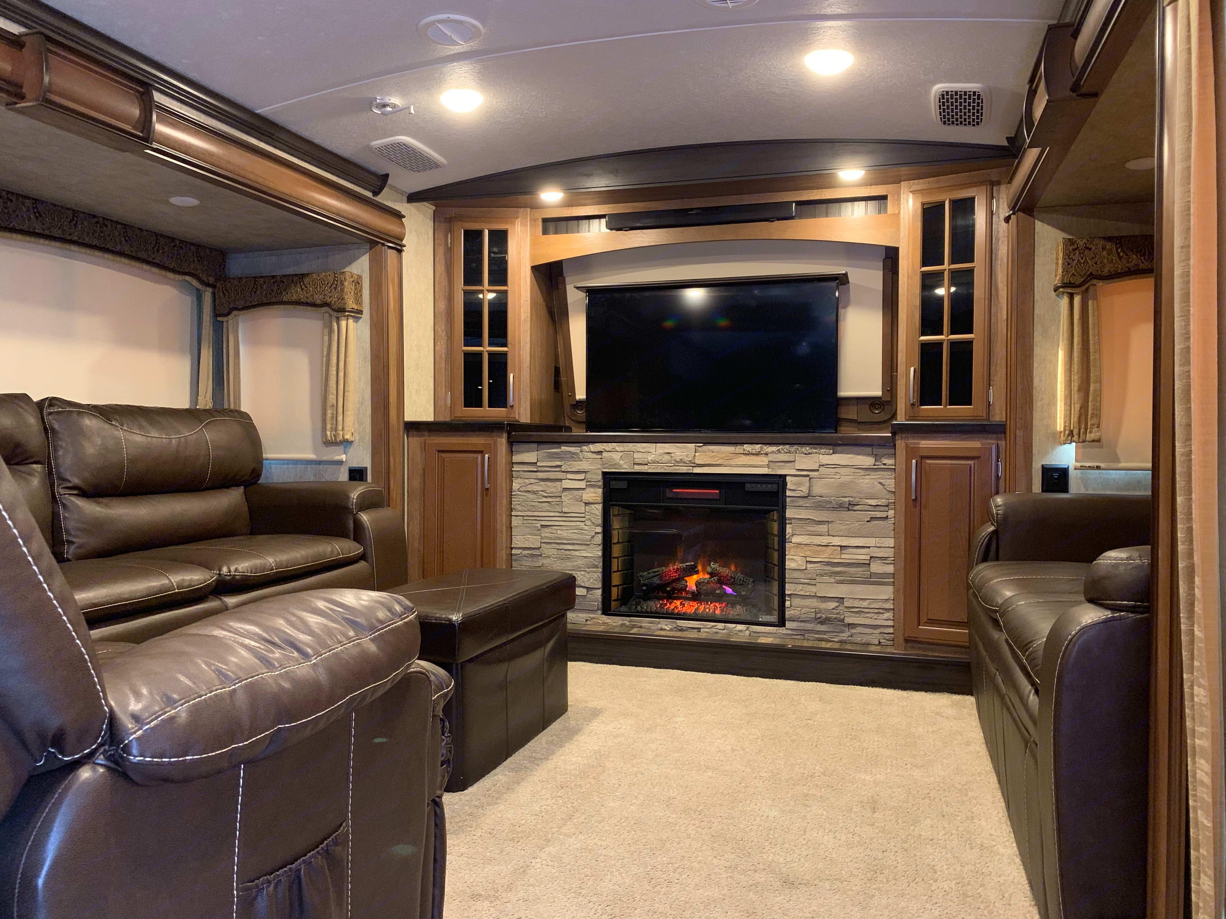 Living Room. Keystone Montana 2016