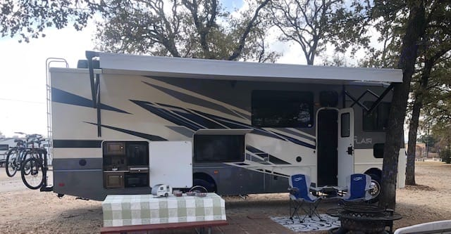 """50"""" smart TV, outdoor kitchen, awning with LED lighting. . Fleetwood Flair 2021"""