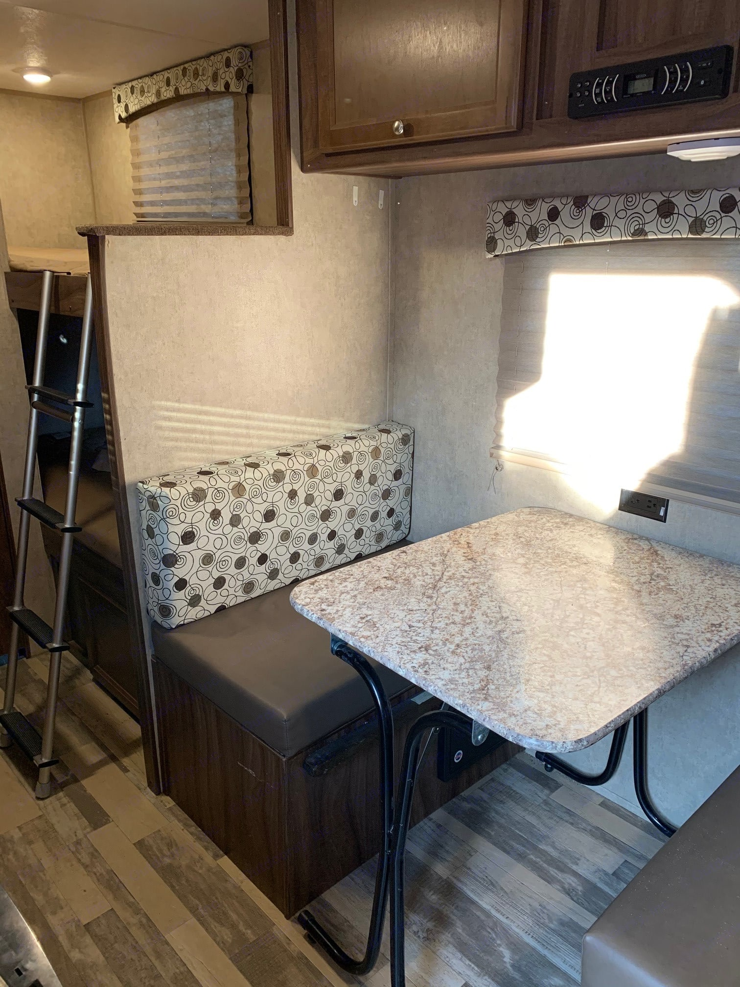 Enjoy time with the family around the dining table or additional sleeping area. Coachmen Clipper 2018