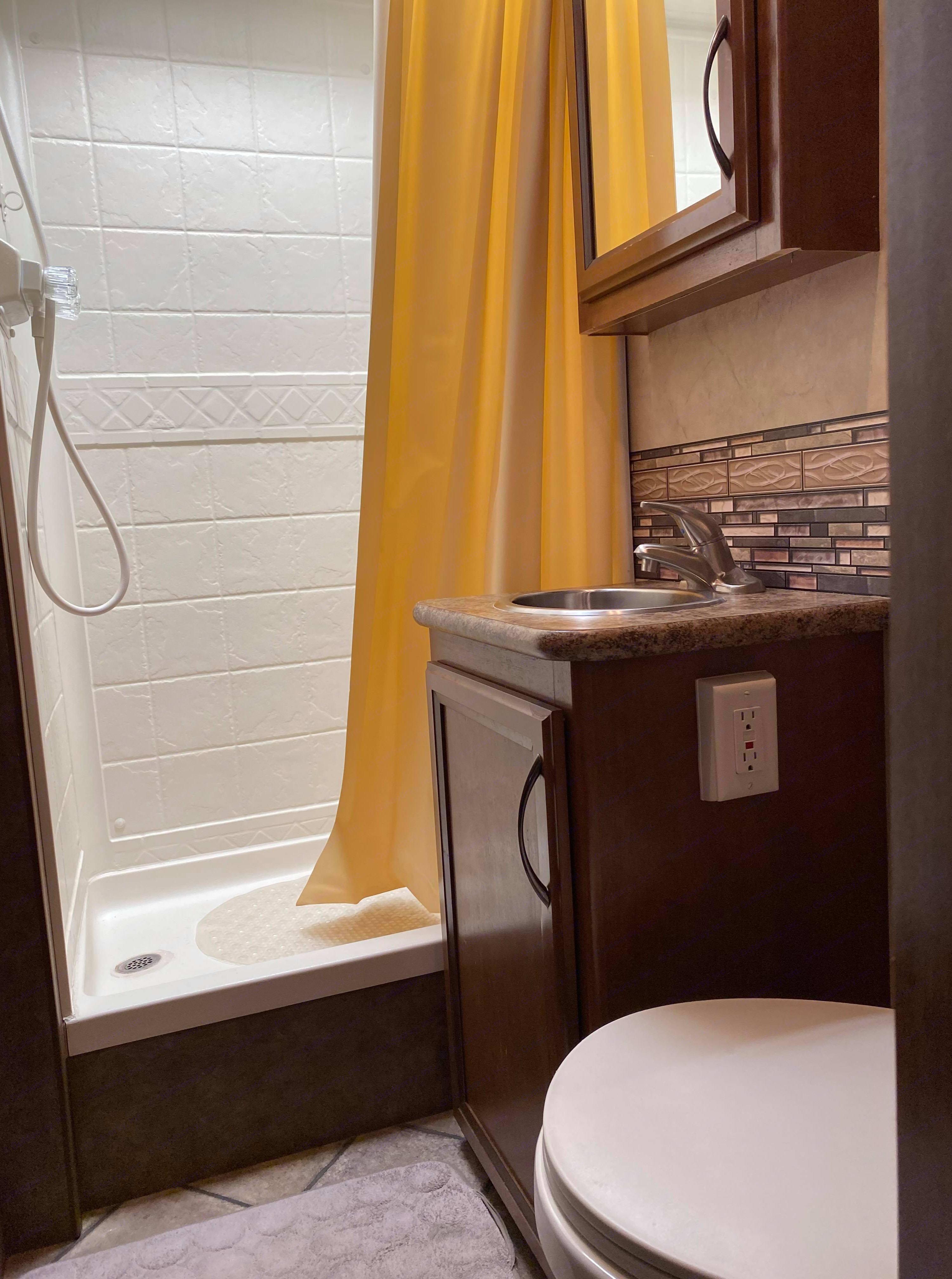 Bathroom. Thor Motor Coach Four Winds 2013
