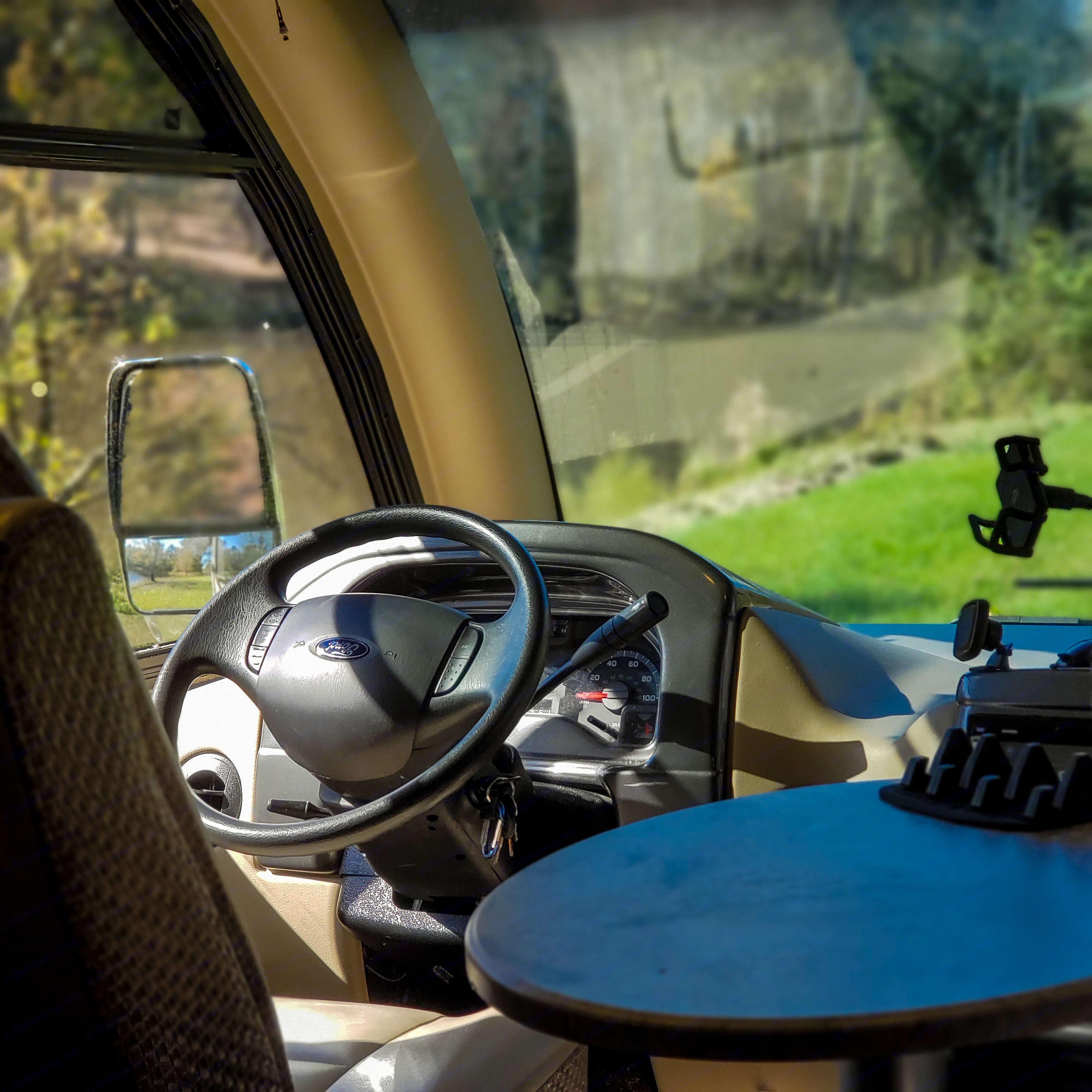 Thor Motor Coach Axis 2017