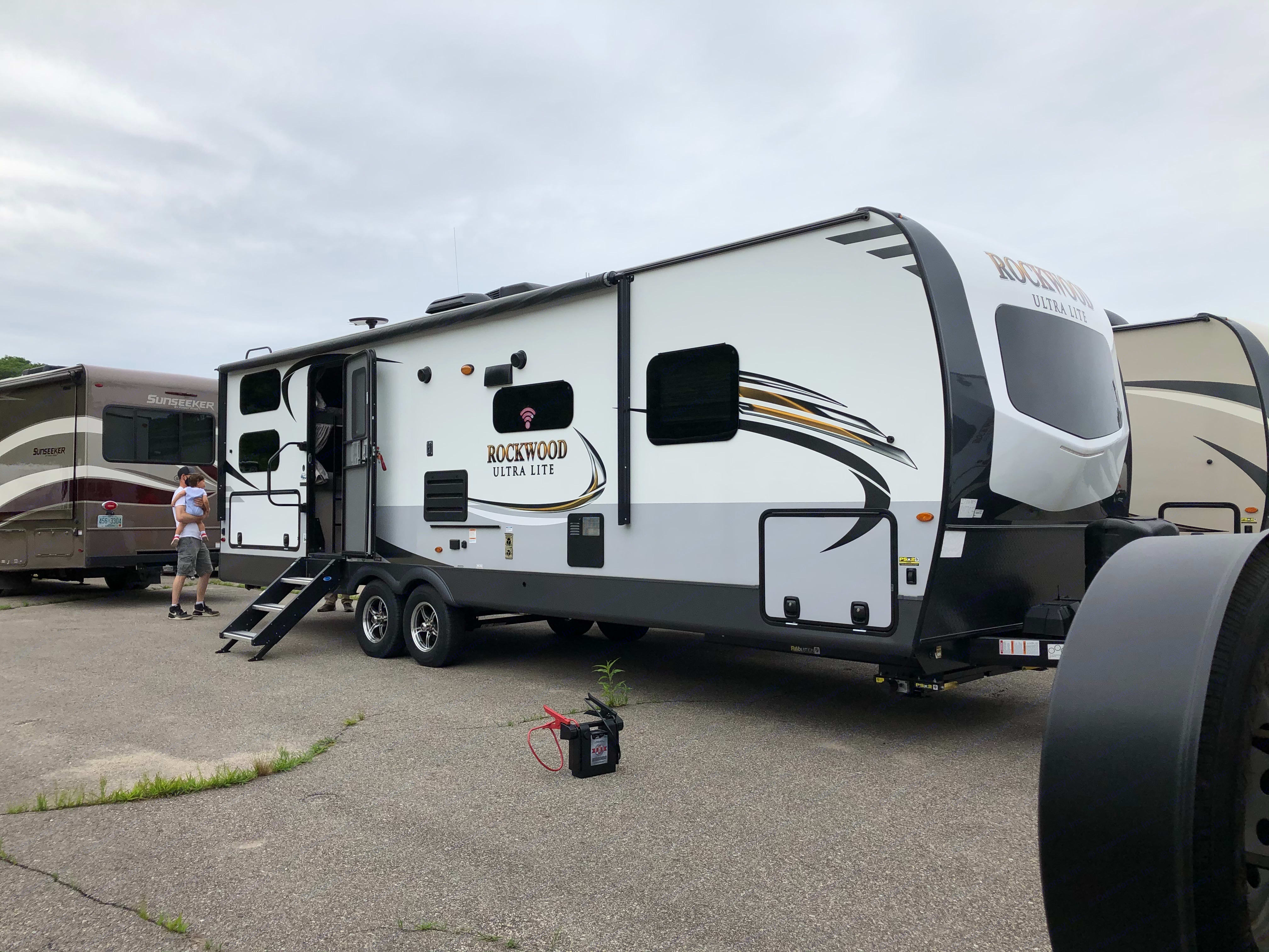 33'. Forest River Rockwood Ultra Lite 2020