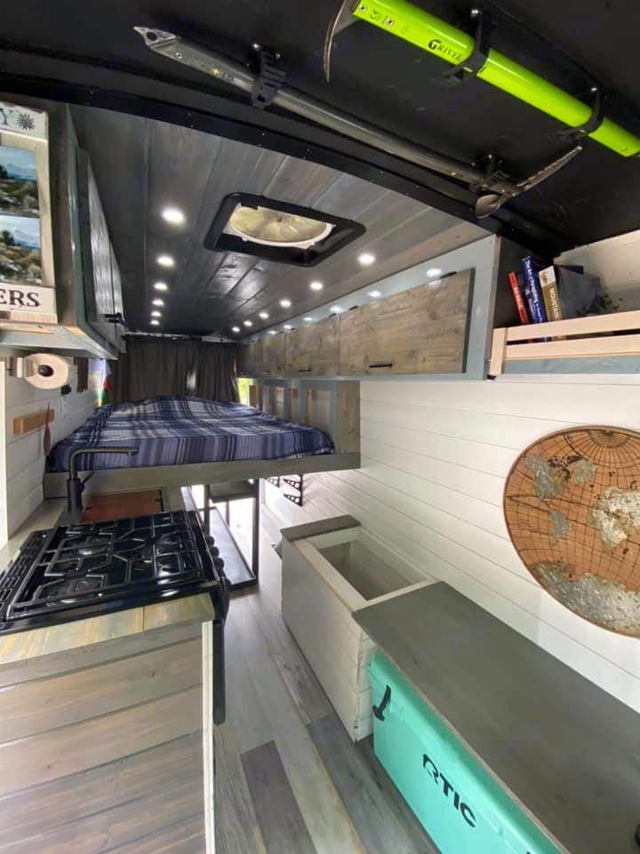 Queen size bed. Ford Transit 350dd 2018