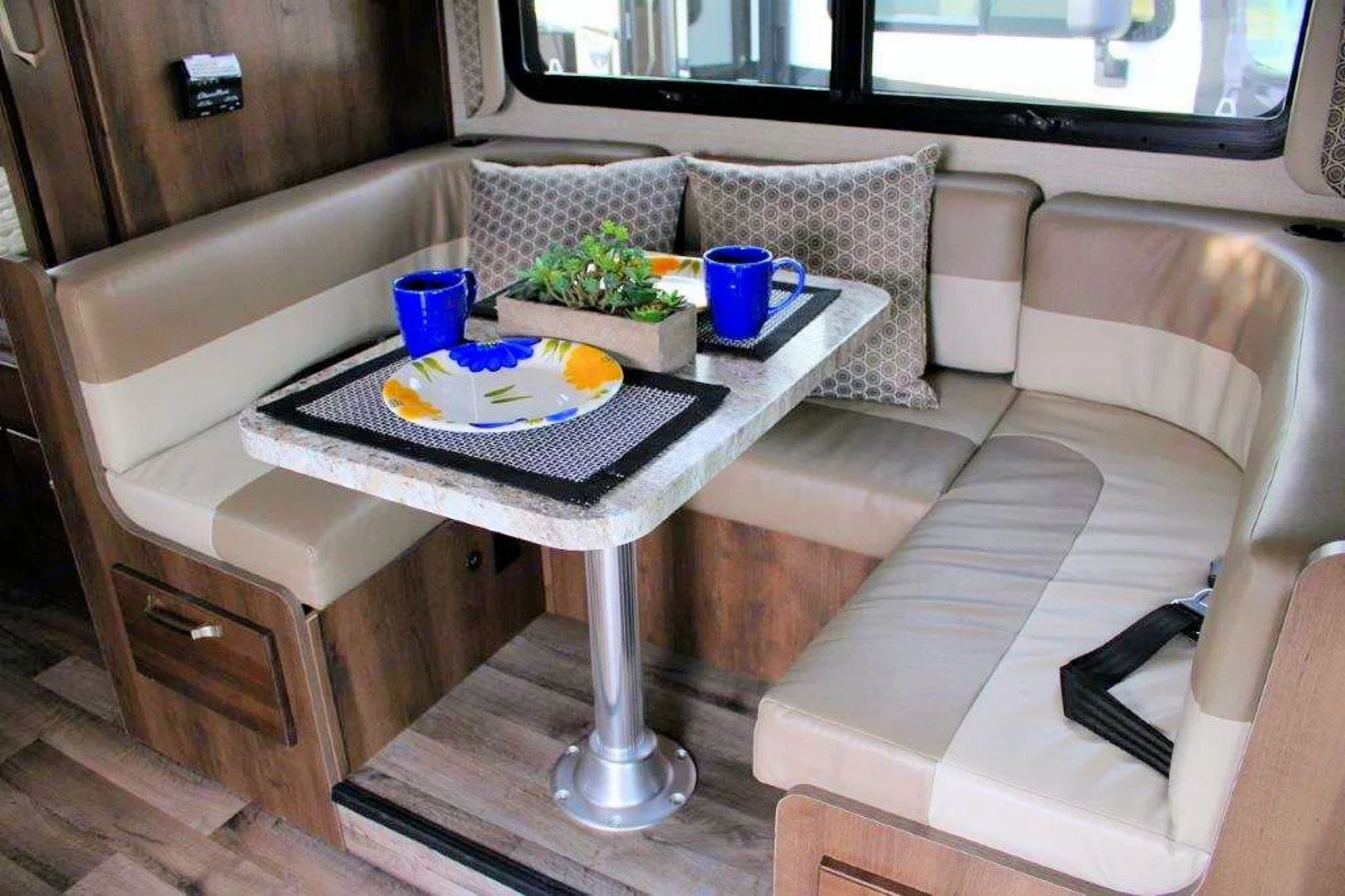 This beautiful dinette set converts into a bed.. Jayco Melbourne 2020
