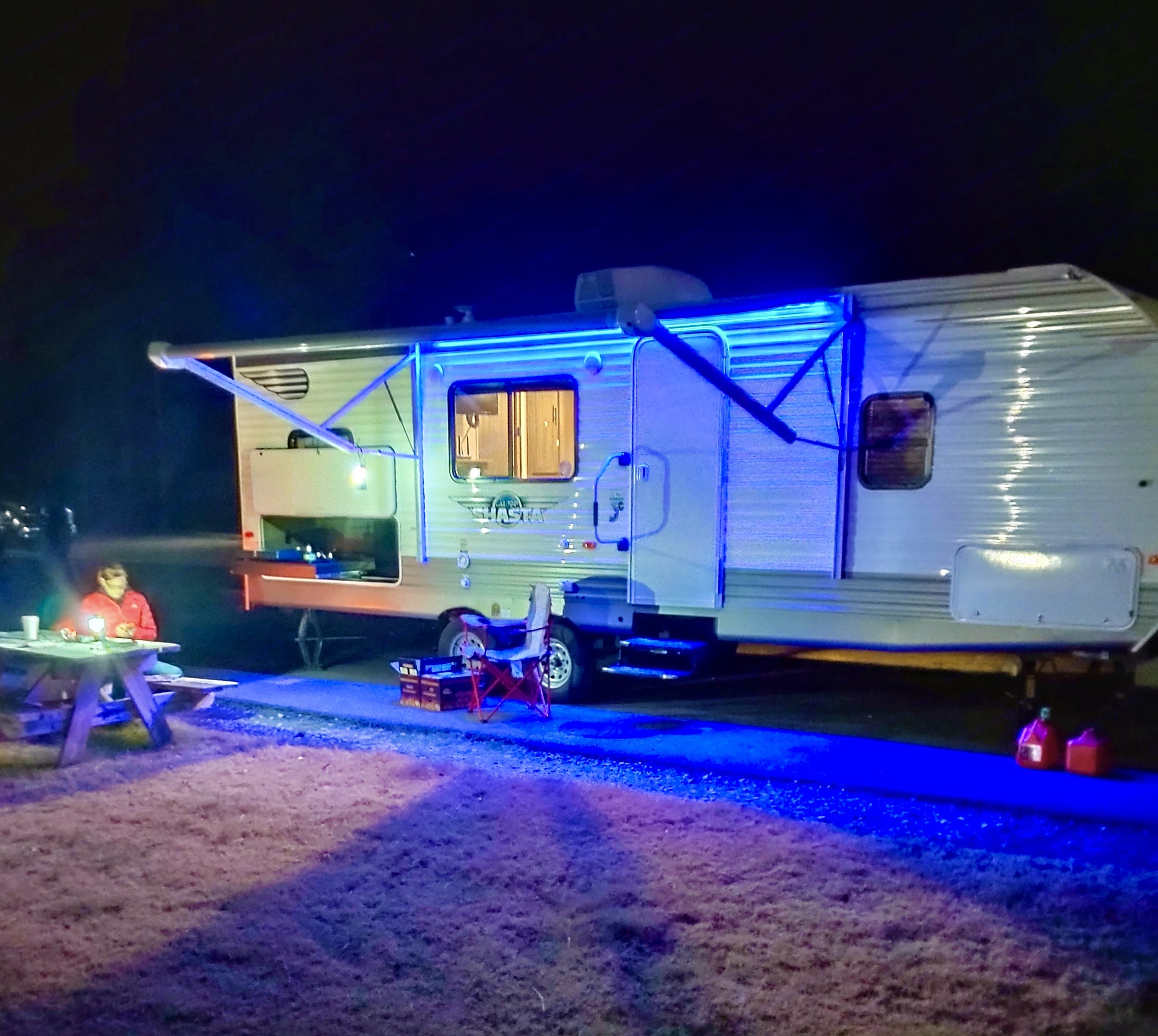 25' trailer with all the amenities. Shasta Oasis 2021