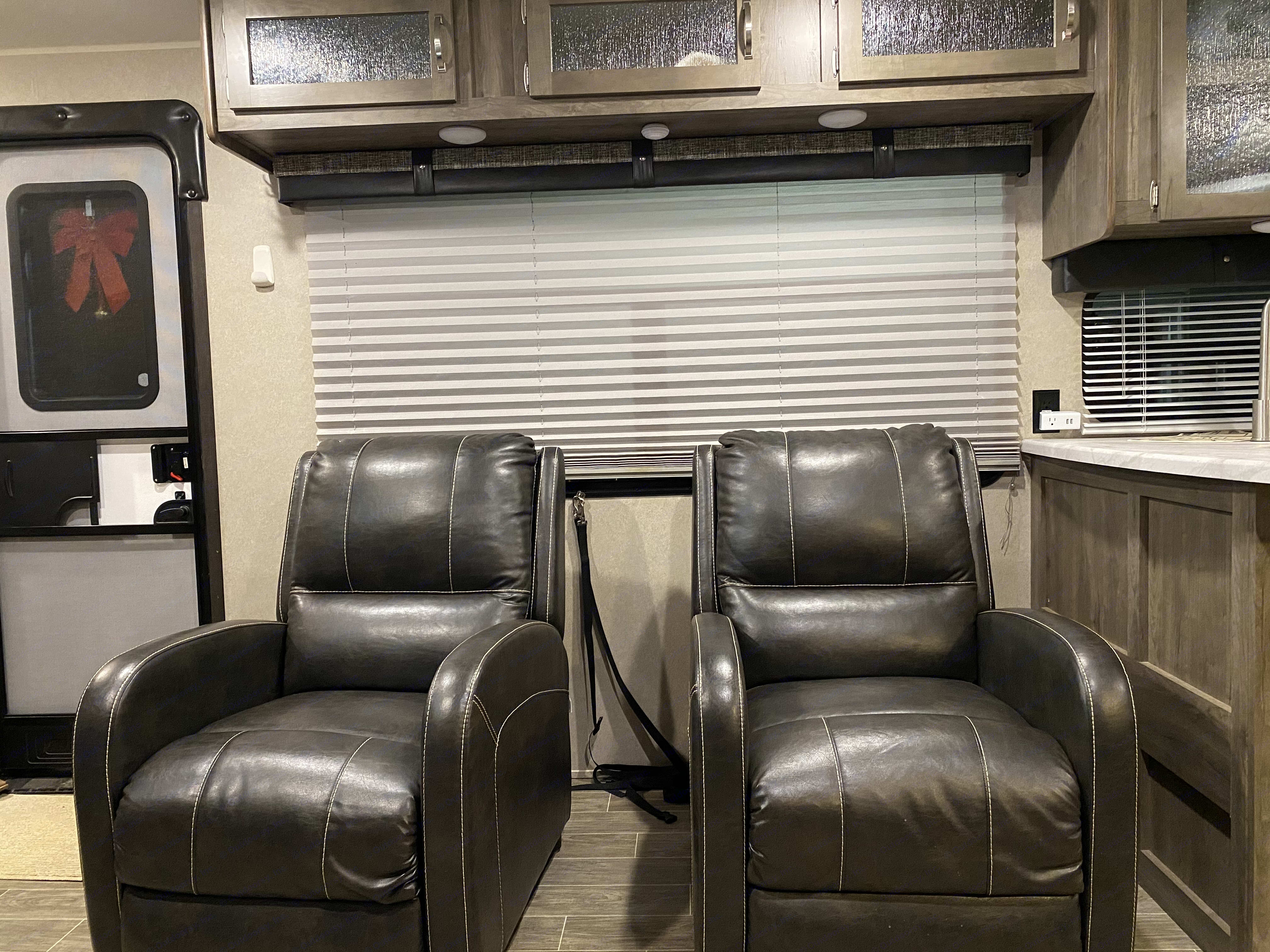 Relax in the twin recliners!. Palomino Puma 2019