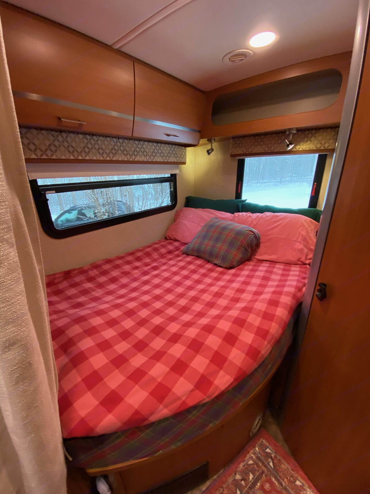 All ready for cozy snooze! Also has privacy curtain that can be used to create sanctuary.. Winnebago View 2014