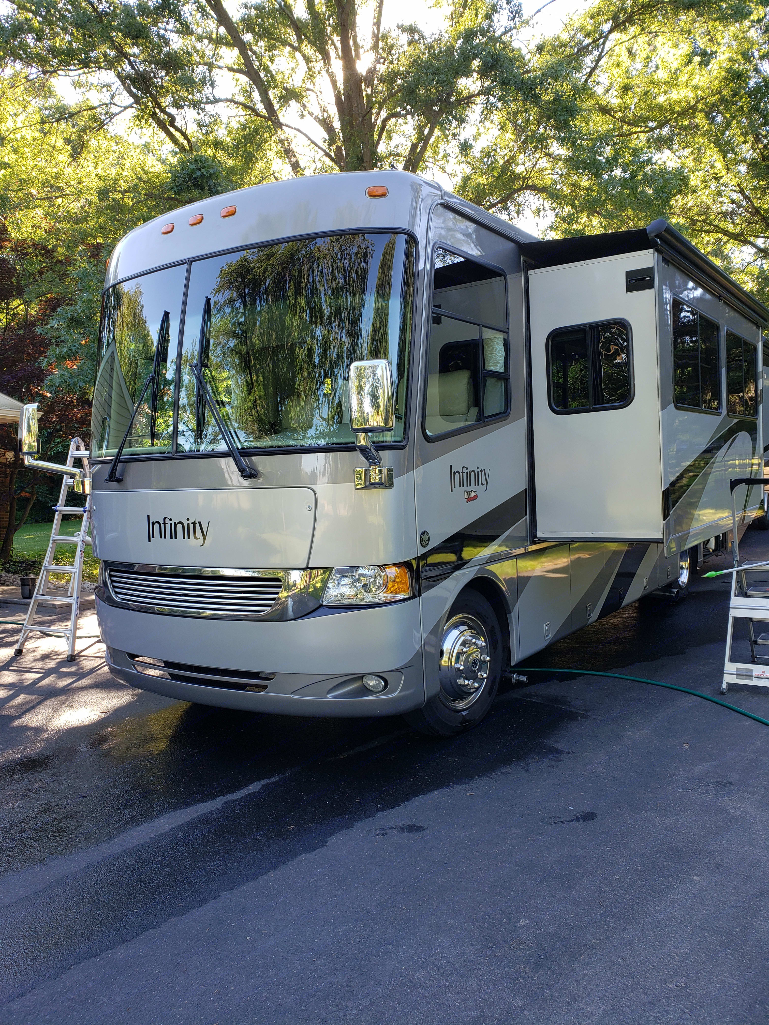 Thor Motor Coach Four Winds Infinity 2005