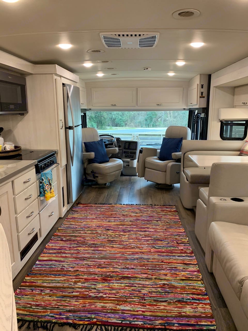 The lounge area is very comfortable. Winnebago Forza 2020