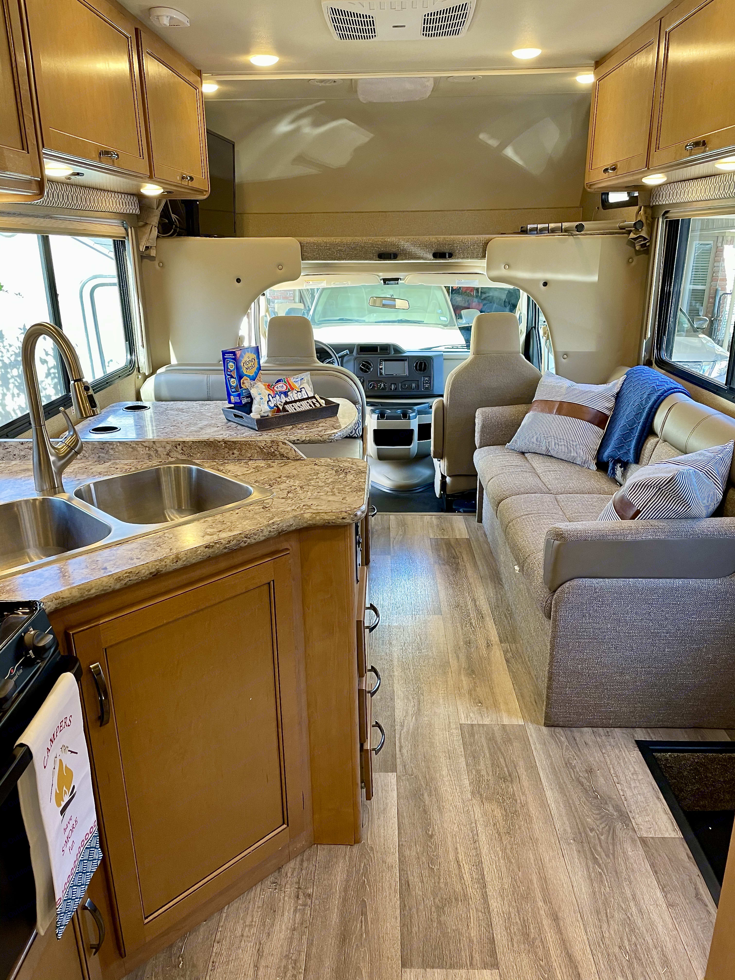 Kitchen, Microwave, Oven, Dining Table conversion bed, Couch Conversion Bed, Loft, TV. Thor Motor Coach Freedom Elite 2017