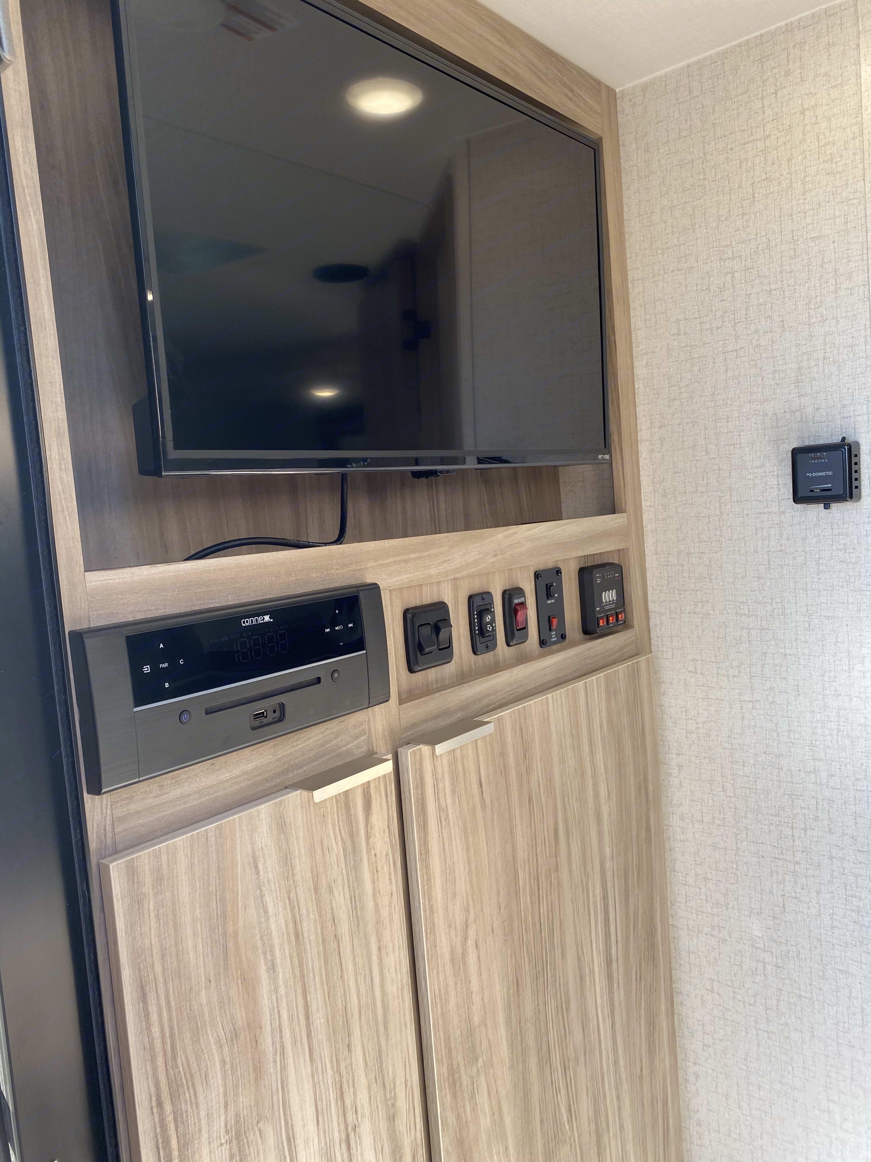 TV, Stereo, utility. Winnebago Micro Minnie 2021