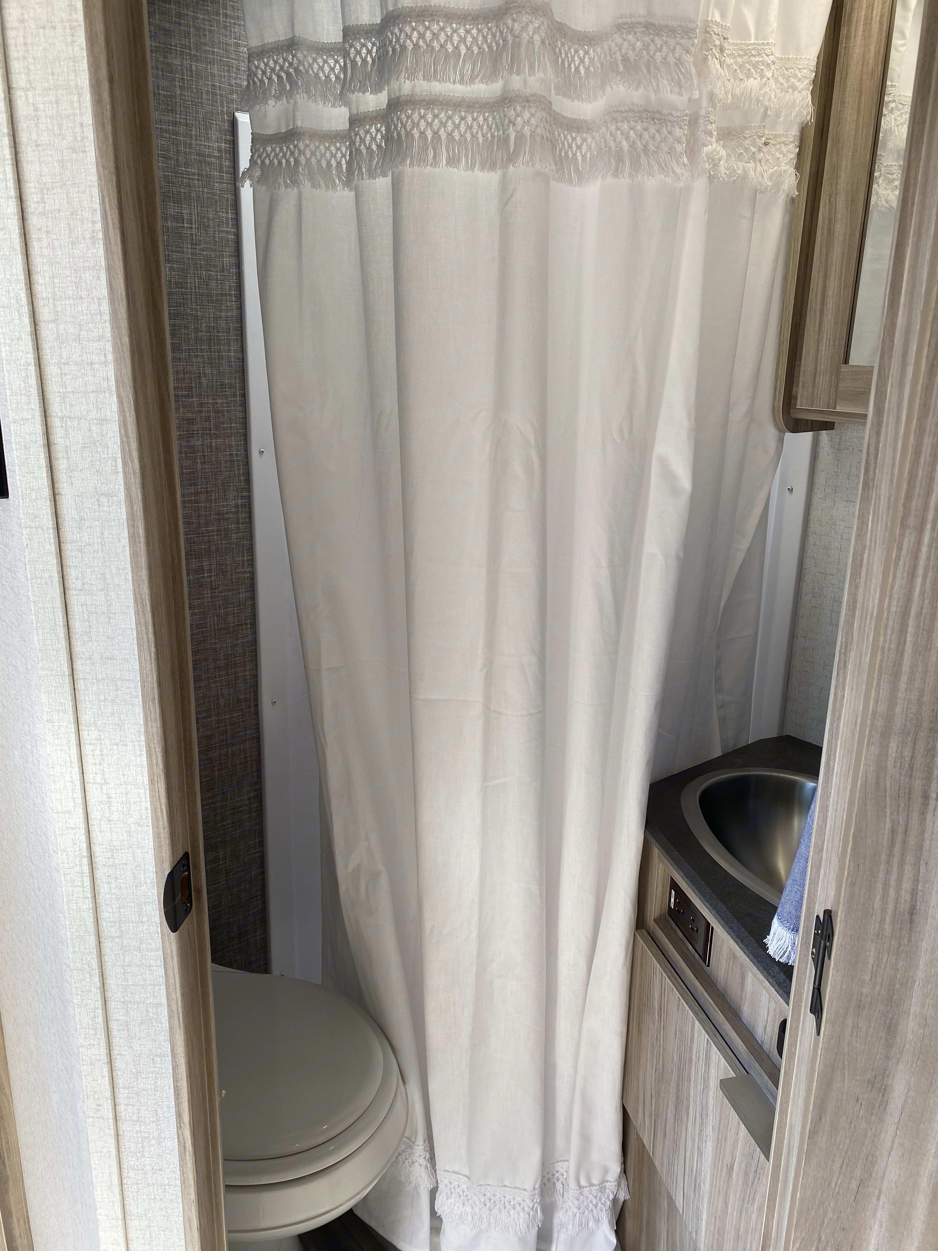 Shower, toilet, sink. Winnebago Micro Minnie 2021