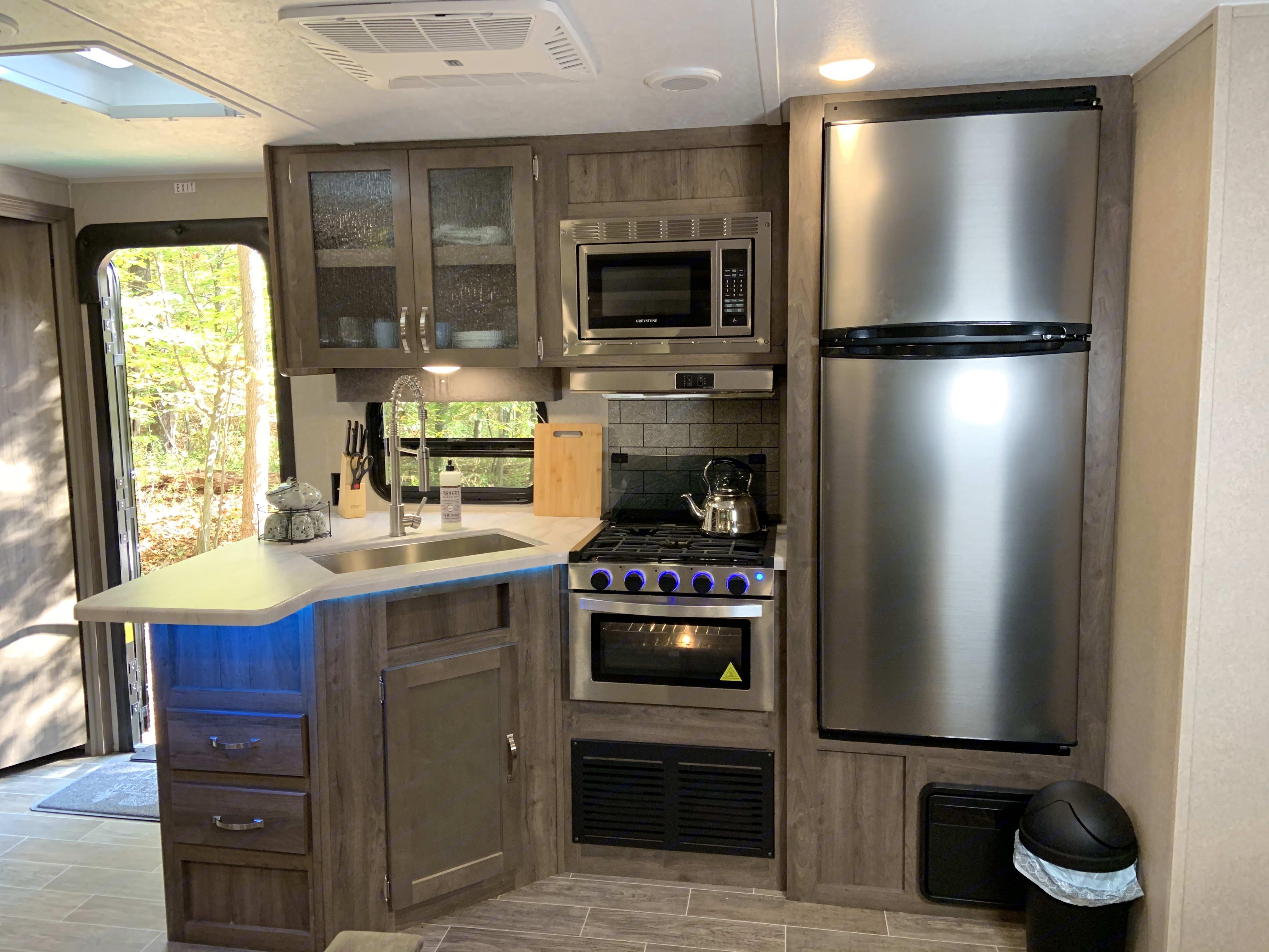 Full Service Kitchen. Palomino Puma 2019